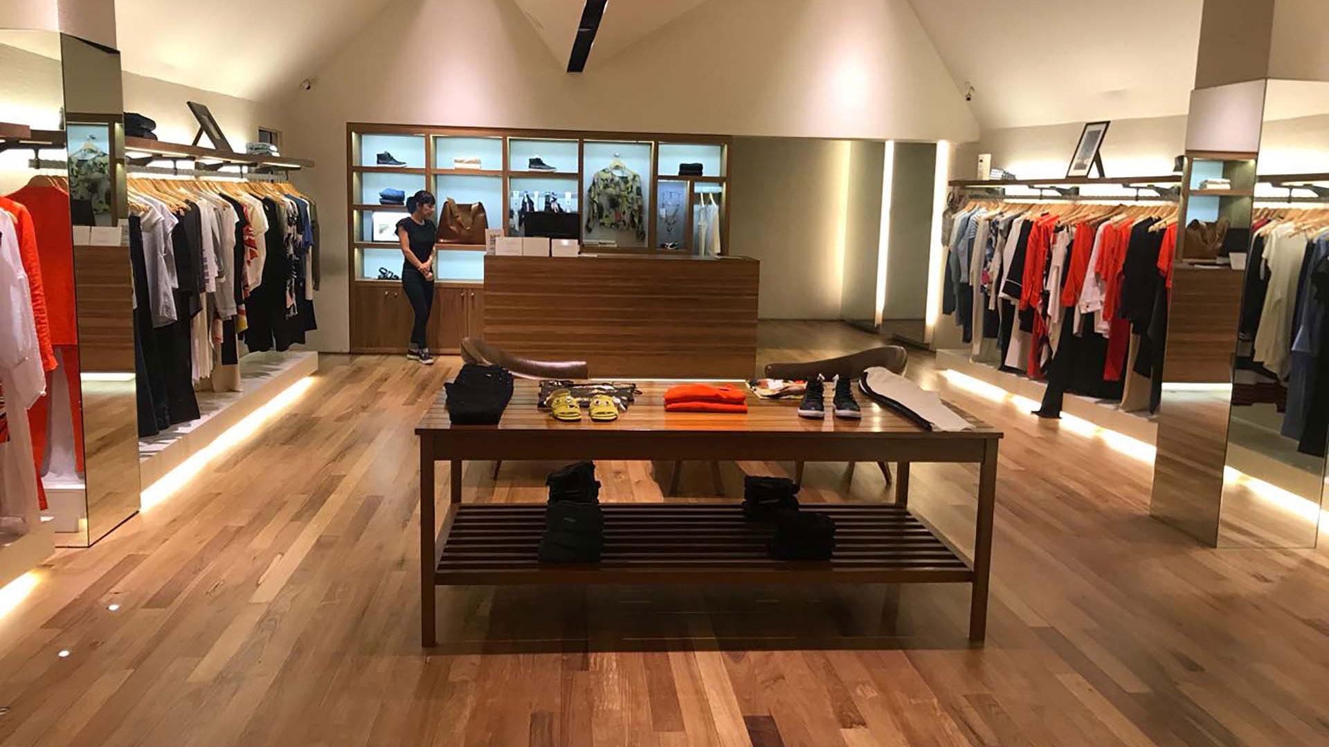 Exclusivas tiendas de ropa esperan a los clientes con los mejores precios y diseños para estas fiestas