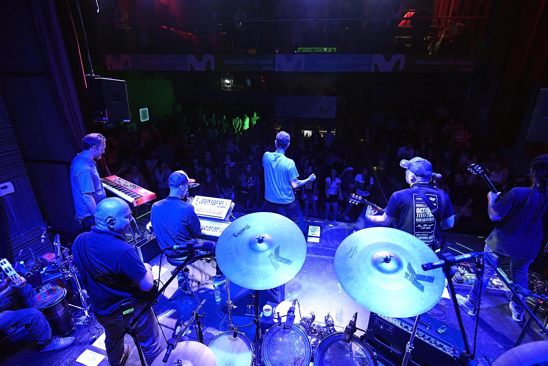 Los Cafresdesplegaron todo su arsenal para el cierre de la tercera fecha del Movistar FRI Music.