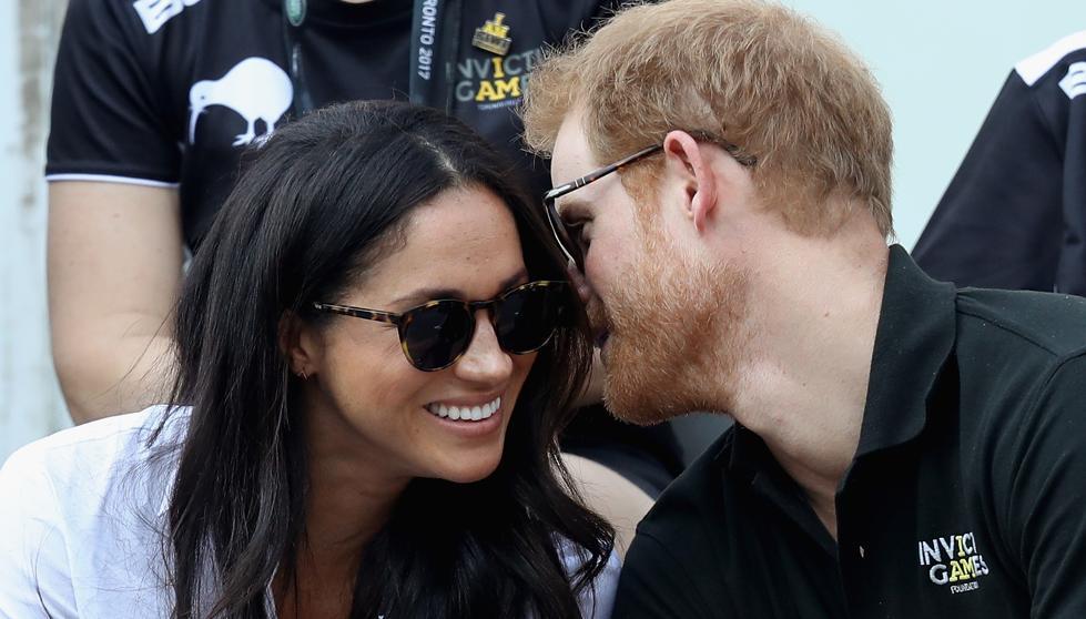 Durante el partido se mostraron cercanos y cómplices, el rumor de su noviazgo circulaba hace meses.La pareja explicó se conocieron en Londres en 2016 en una cita a ciegas organizada por una amigo común, y un mes después él la invitó a pasar cinco días de camping en Botswana.