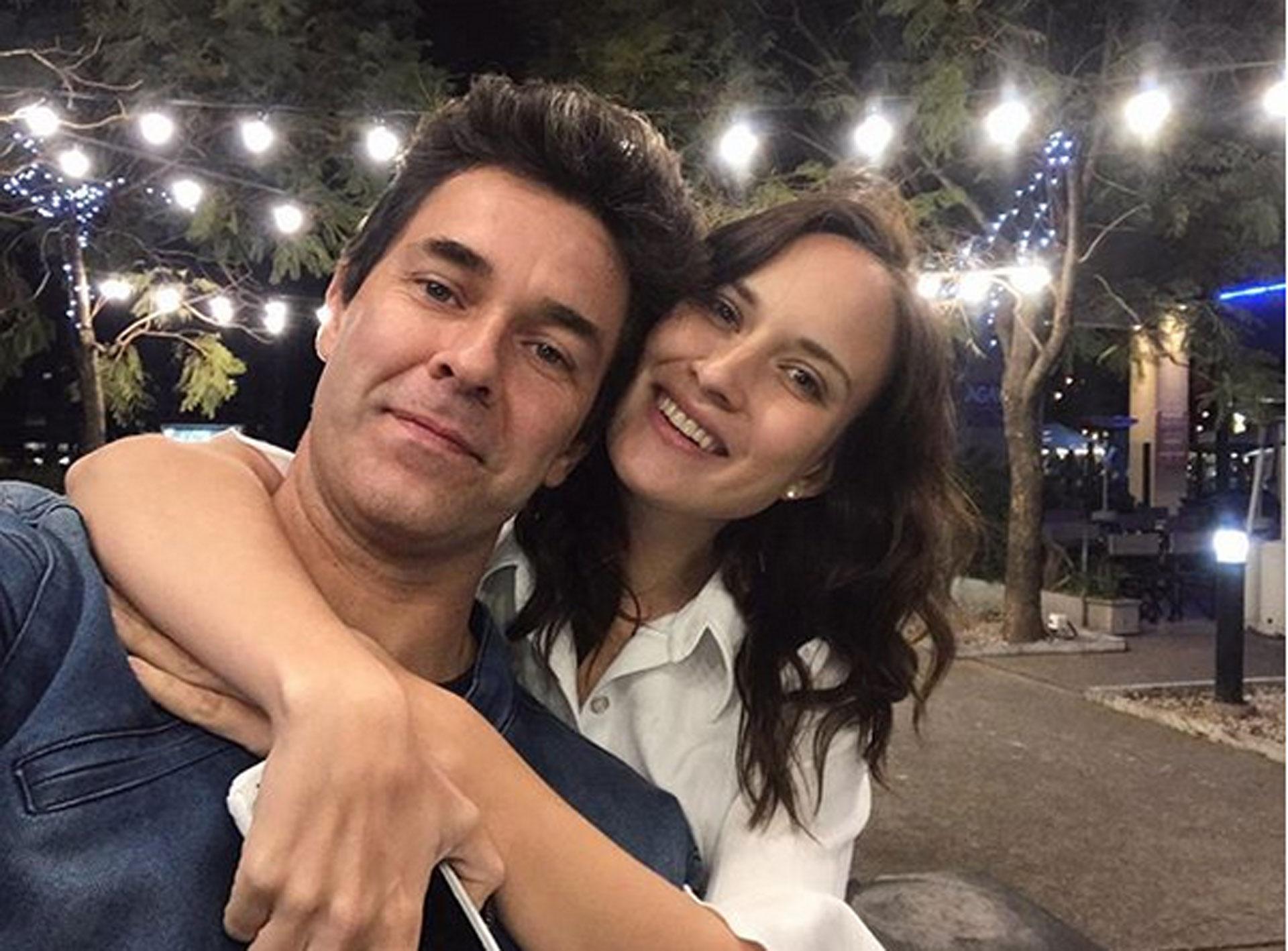 Luego de 2 años de relación y una hija, Mariano Martínez le propuso casamiento a Camila Cavallo…¡Y ella aceptó! La boda entre el actor y la joven modelo está prevista para agosto de 2019
