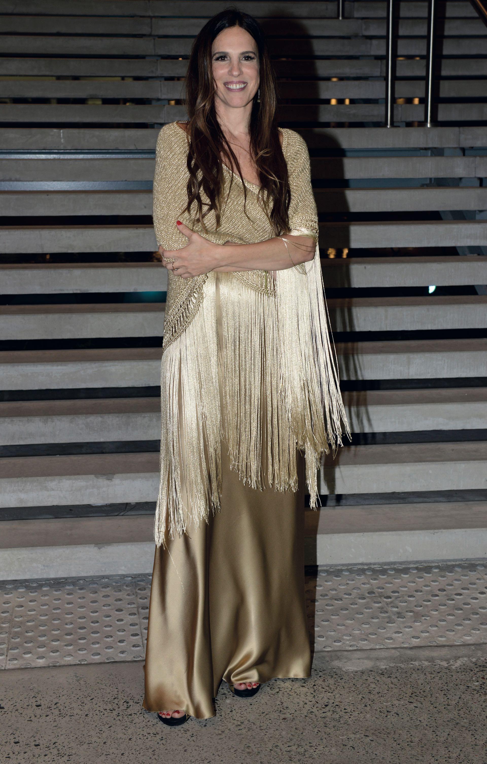 Paula Robles eligió un vestido color champagne de El Camarín. Foto: Maximiliano Vernazza/GENTE