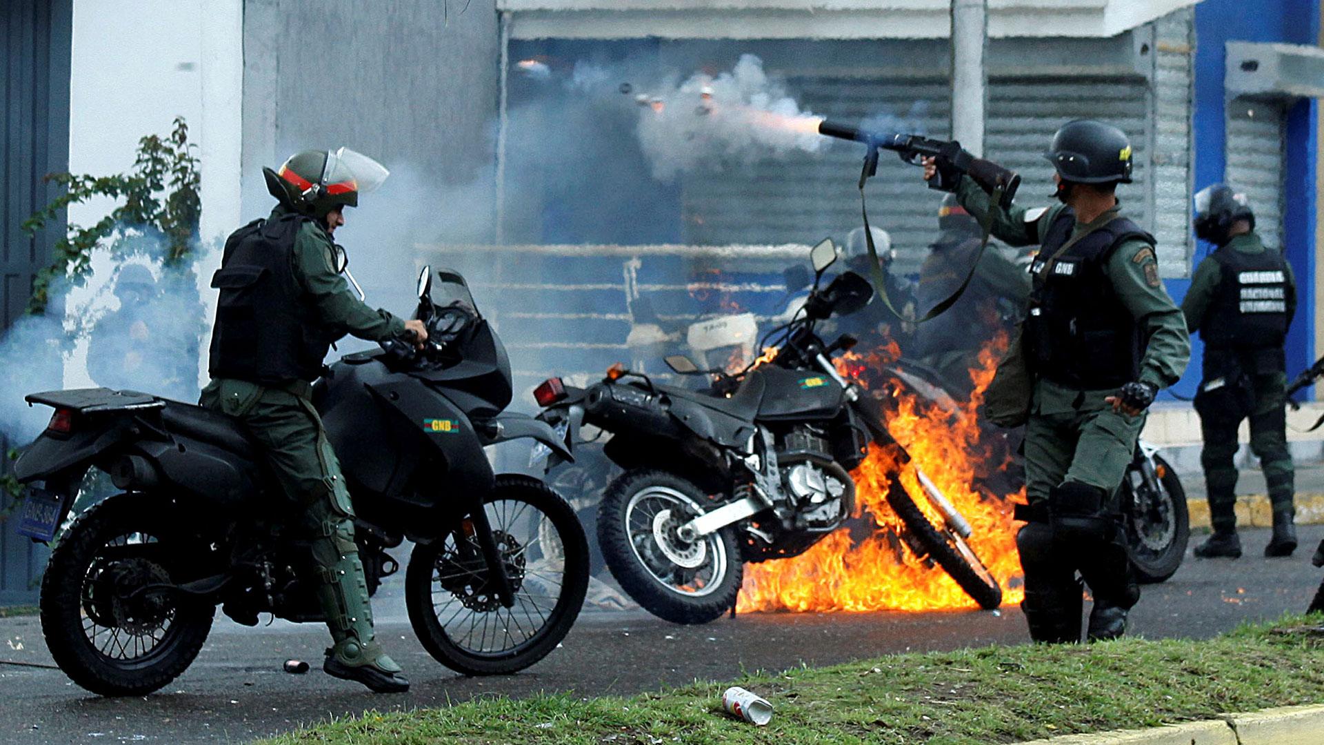 El régimen de Nicolás Maduro reprime a la población civil