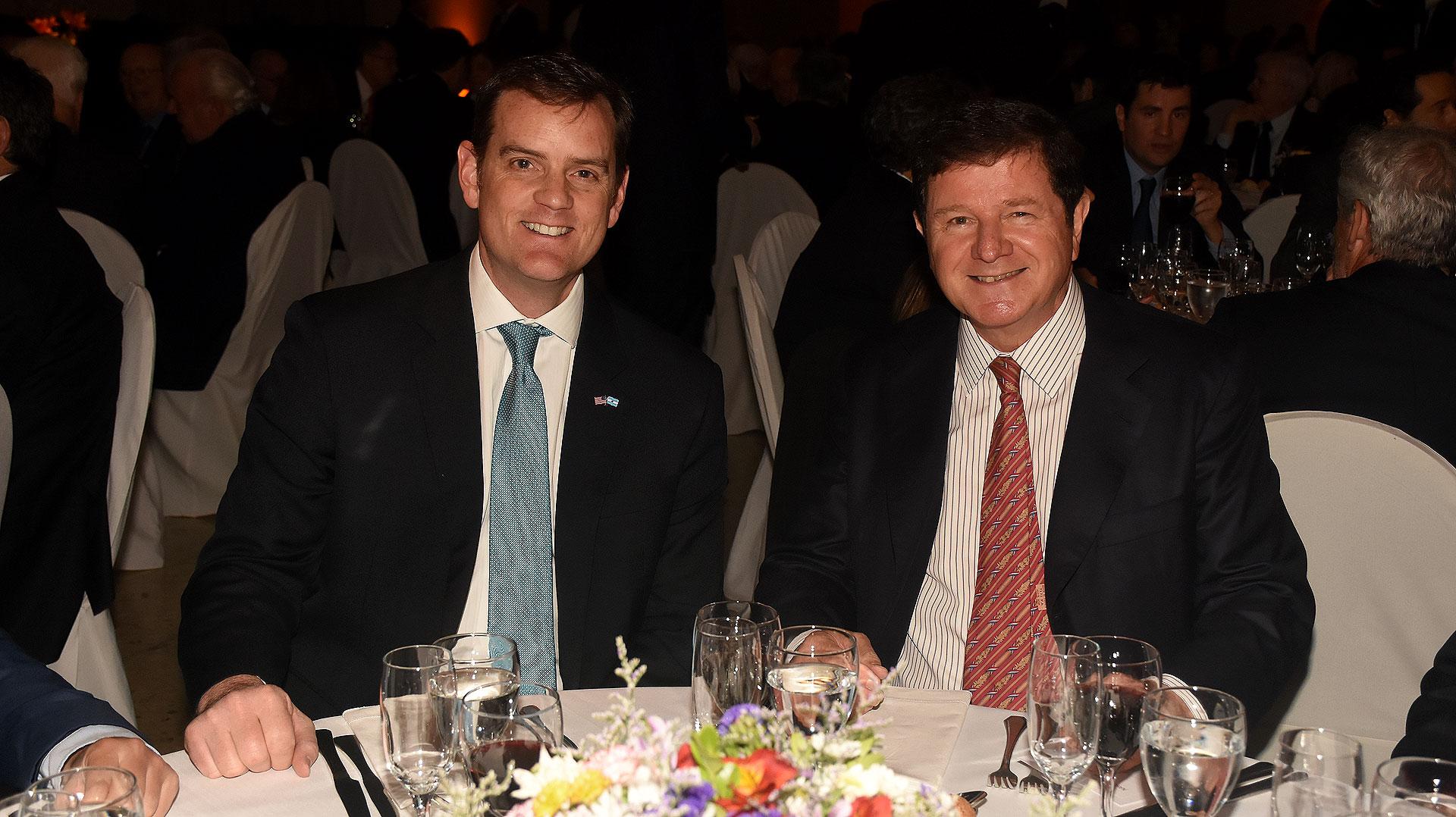 Tom Cooney, encargado de Negocios de la embajada de los Estados Unidos en nuestro país, y Fernando Oris de Roa, embajador argentino ante los Estados Unidos