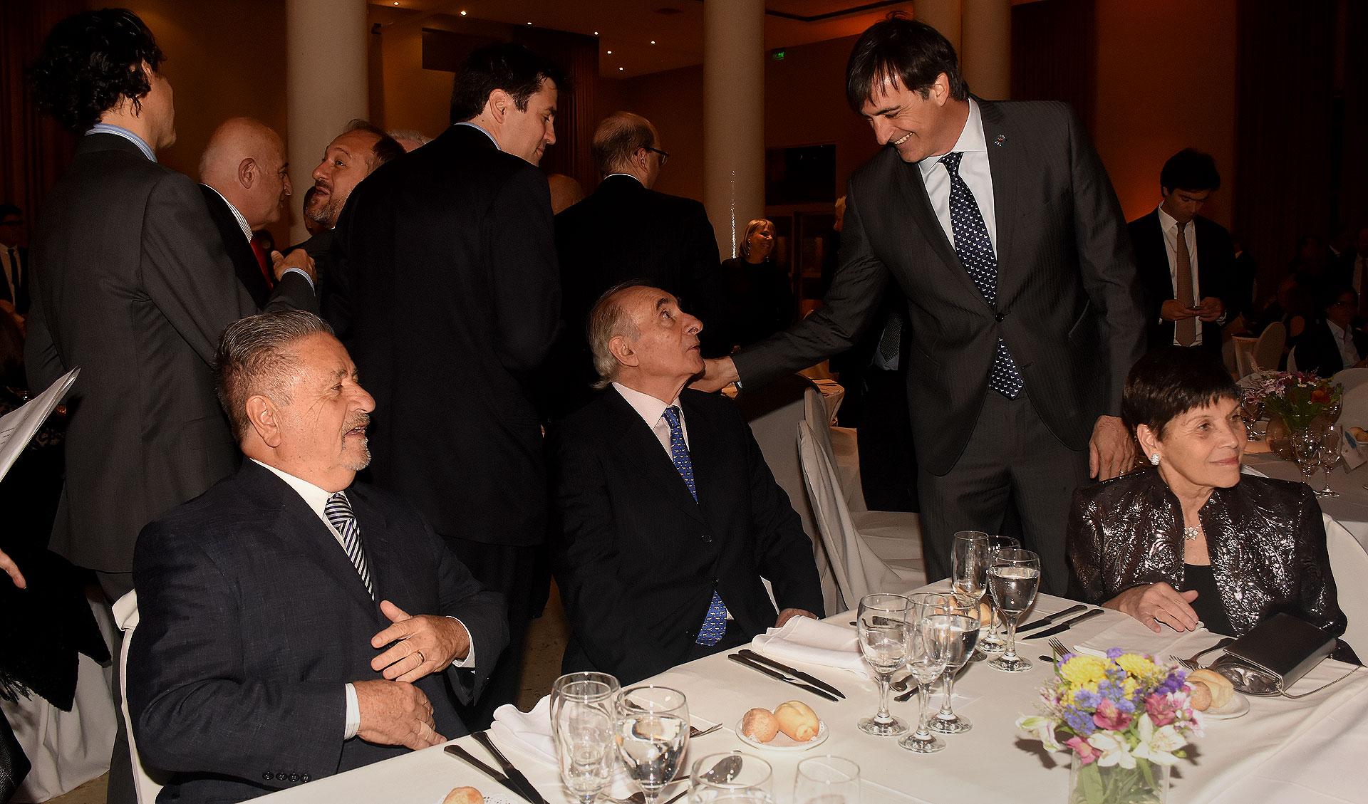 Eduardo Duhalde, Fernando De la Rúa y Esteban Bullrich en la mesa principal