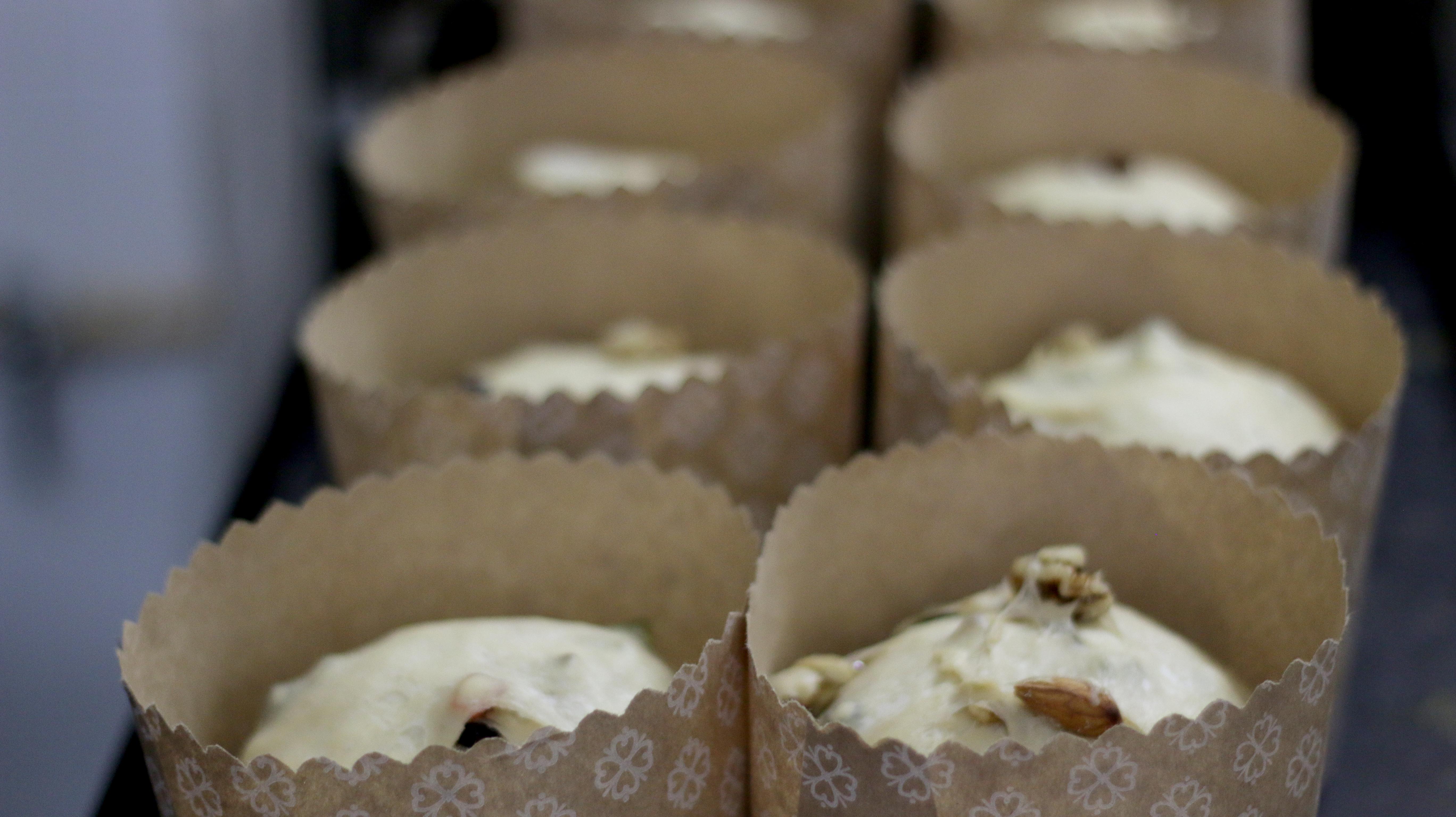 La Asociación Peldaños prepara panes dulces para estas Fiestas.