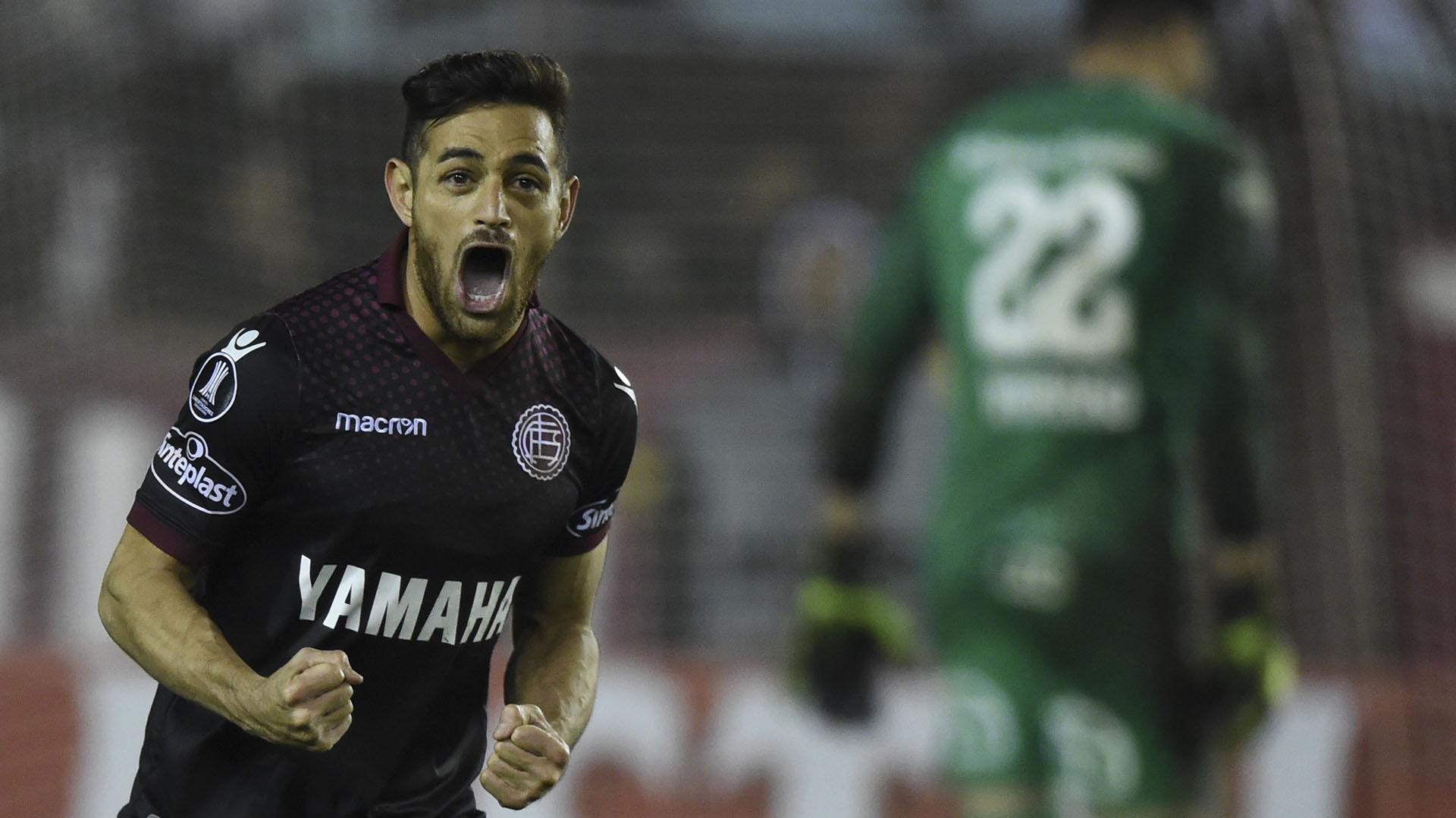 Acosta, tras su gol contra San Lorenzo, en la Libertadores del año pasado (AFP)