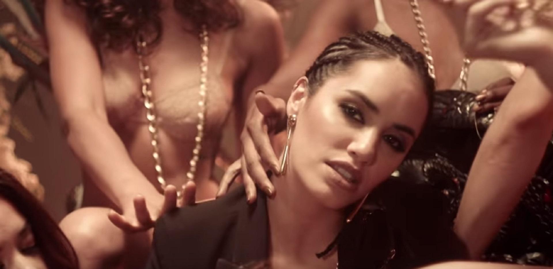Todos sus videoclips se distinguen por llevar una alta carga de sensualidad y erotismo a flor de piel