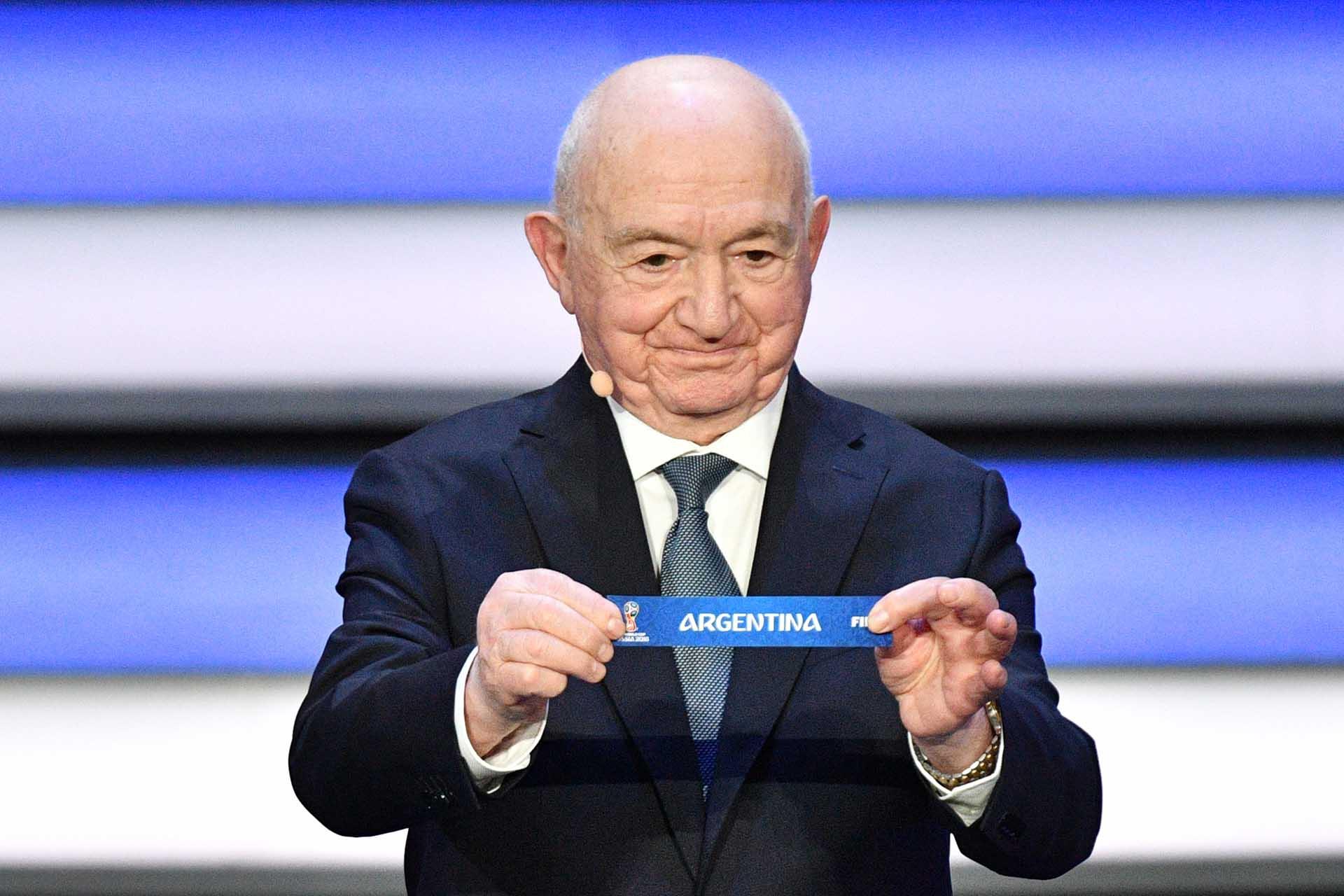 Nikita Simonyan exhibe el papel de la Argentina, cabeza de serie del grupo D(AFP Photo / Mladen Antonov)