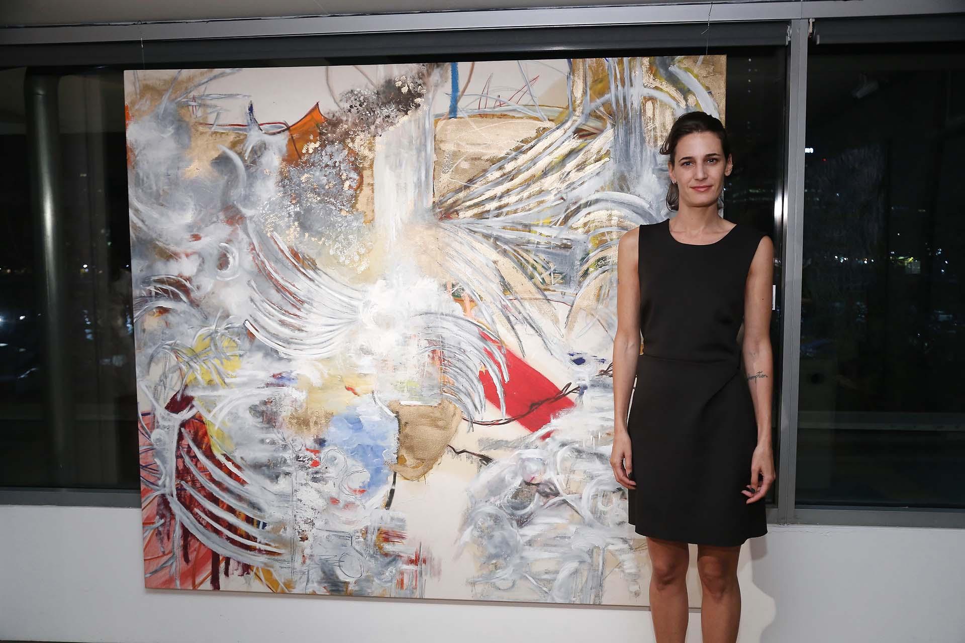 La artista Sofia Mastai. Todas las obras exhibidas son seleccionadas por la curadora Estefanía Jaugust, quien trabaja de cerca con los artistas para lograr una oferta representativa de su producción e identidad creativa