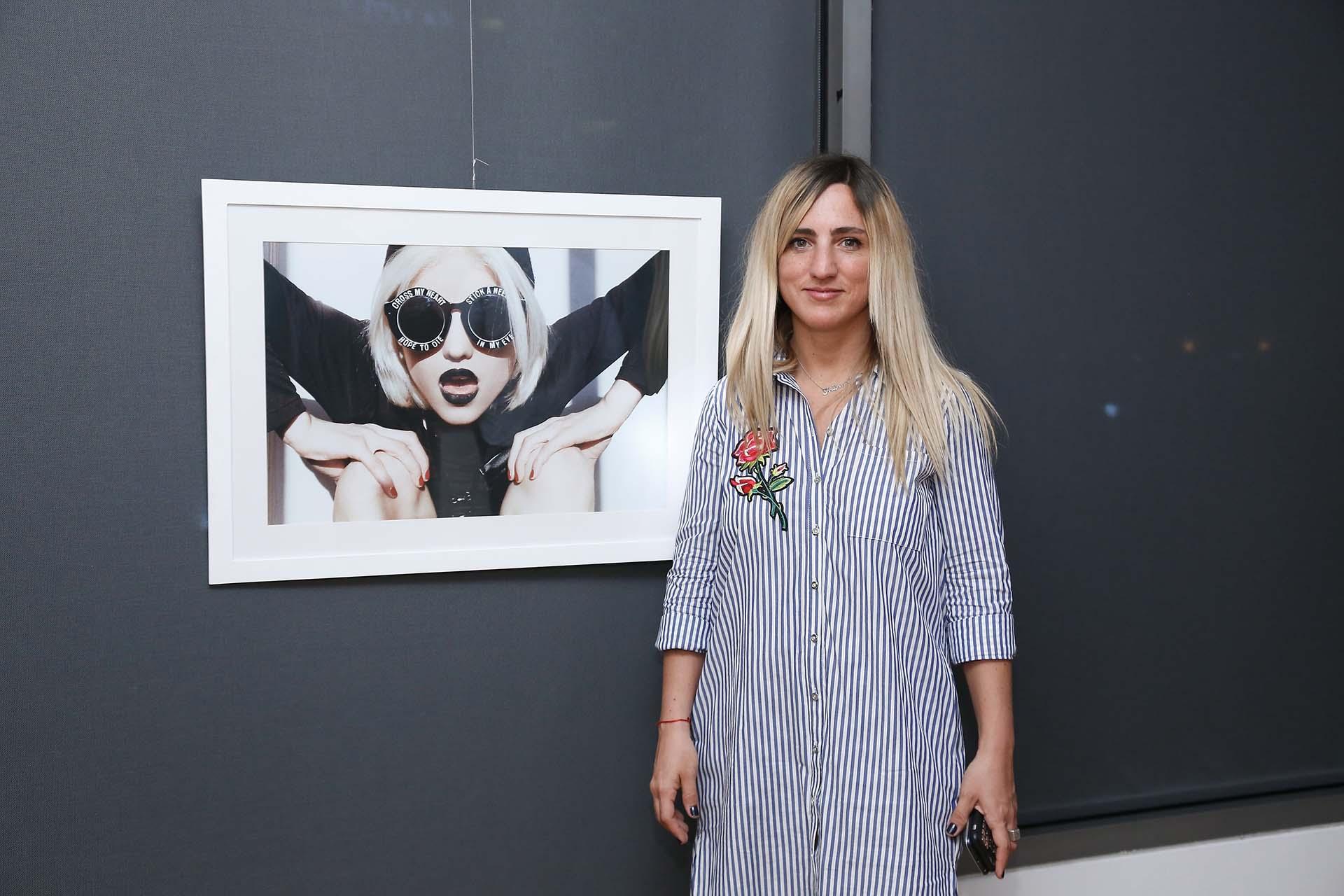 La fotógrada Ani Buero. El e-commerce cuenta con más de 400 obras de más de 50 artistas argentinos, organizado en categorías como pintura, grabado, fotografía, escultura y dibujo