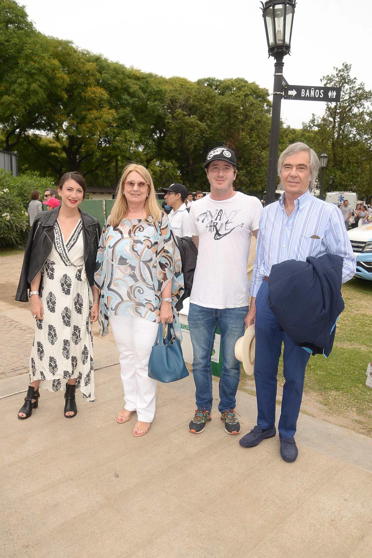 María Taquini de Blaquier junto a Charlie, Milagros y Carlos Blaquier