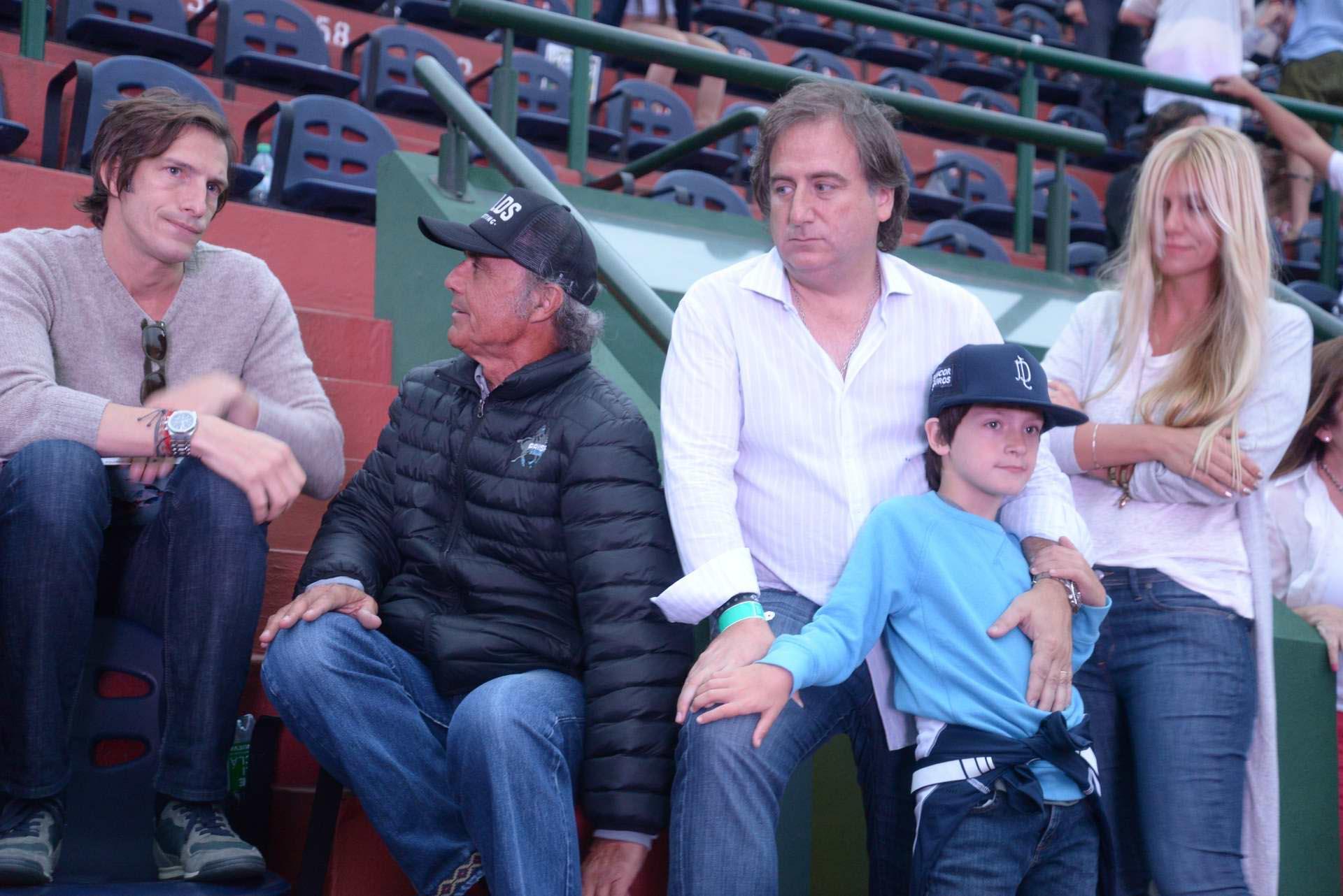 Iván de Pineda, Ernesto Trotz, Tato Lanusse y su hijo Alfonso, y Luz Barrantes