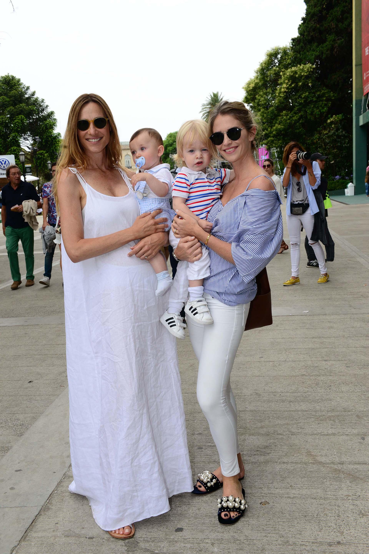 Lara Bernasconi también disfrutó de la final en familia, siguiendo las tendencias optó con un vestido en tono blanco