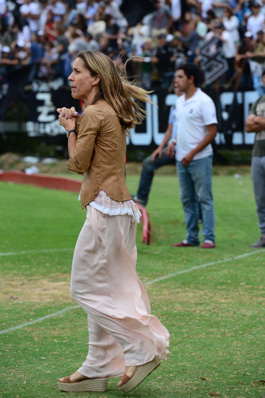 La hermana de Facundo Pieres, otra de las figuras que impusó un estilo con su maxi pollera en tono pastel y camisa de gamuza