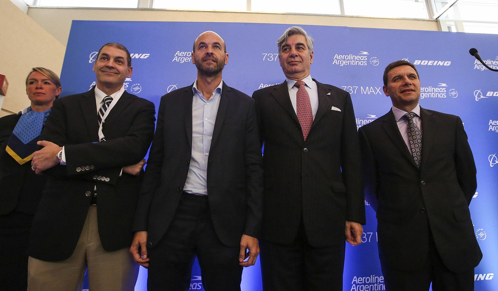 El ministro de Transporte, Guillermo Dietrich, junto a Mario Dell' Acqua, presidente de Aerolíneas Argentinas