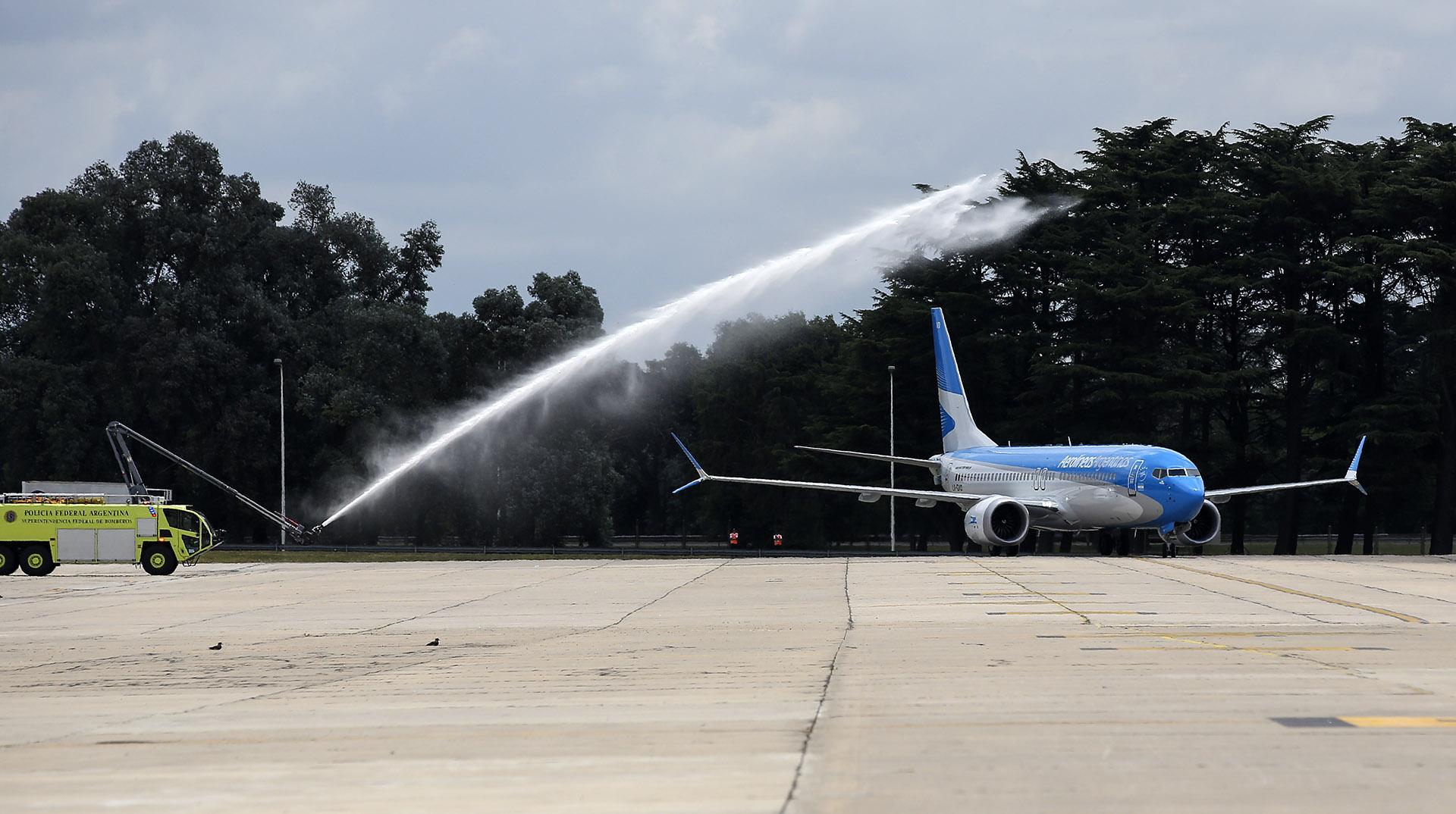 La aeronave permite un 14% en la reducción de emisión de carbono, un 8% en reducción de costos operativos y reduce un 40% la huella sonora