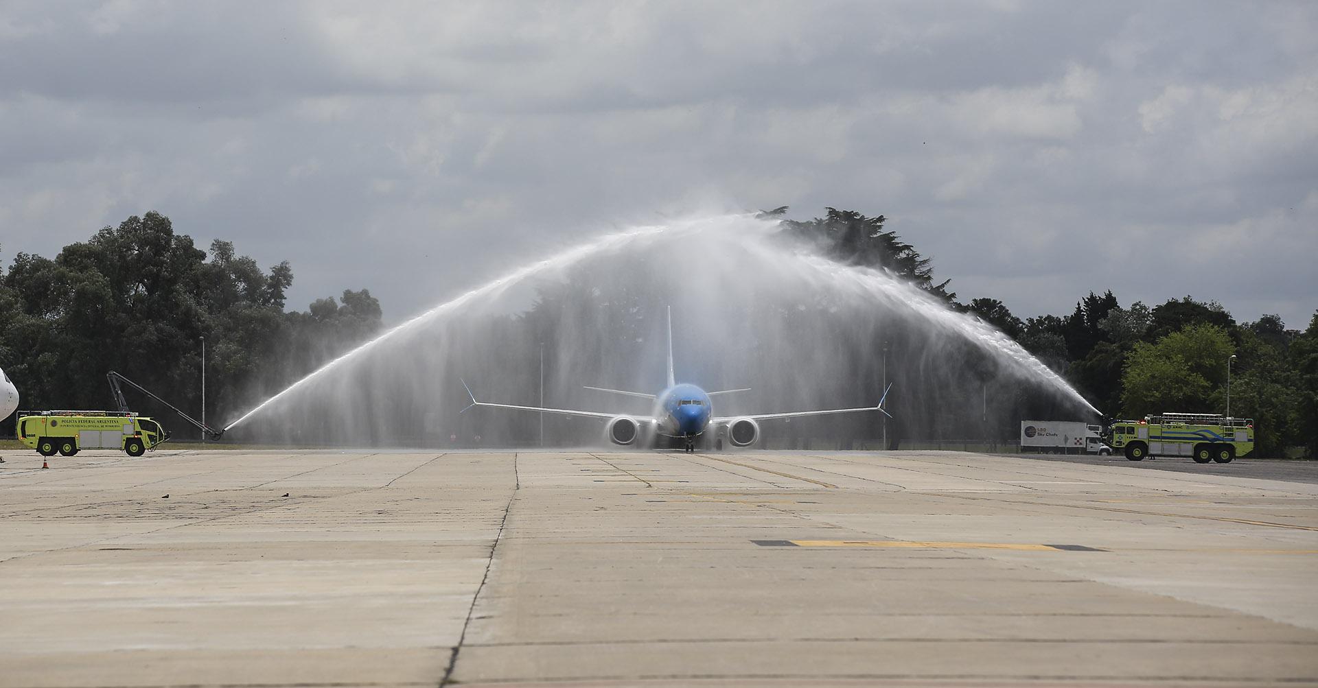 El tradicional bautismo del avión se realizó en un avión que cuenta con la última tecnología en motores CFM International LEAP-1B