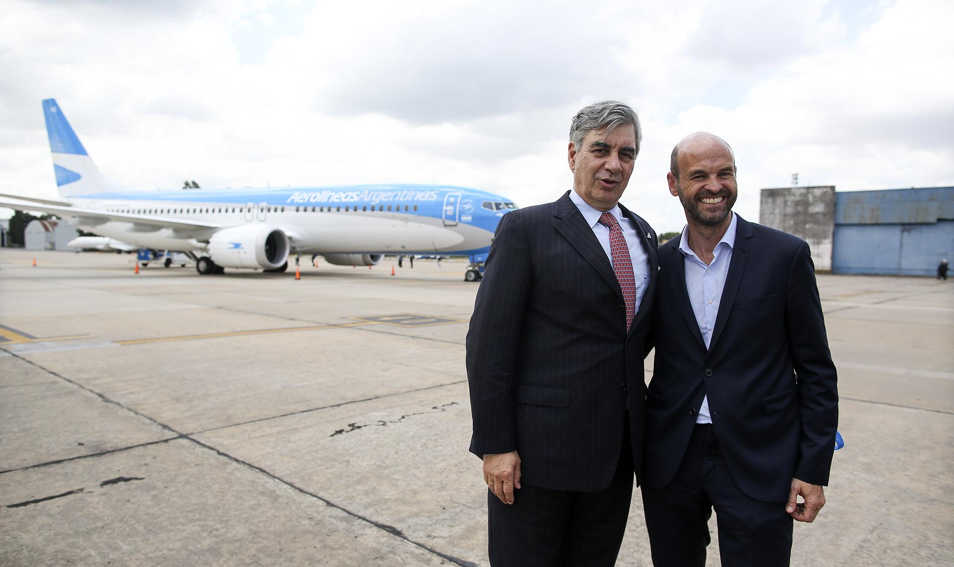 """""""Sumar un Boeing 737 MAX 8 a nuestra flota es una señal más del crecimiento que estamos planeando para nuestra compañía"""", aseguró Mario Dell'Acqua, presidente de Aerolíneas Argentinas, junto al ministro Guillermo Dietrich"""