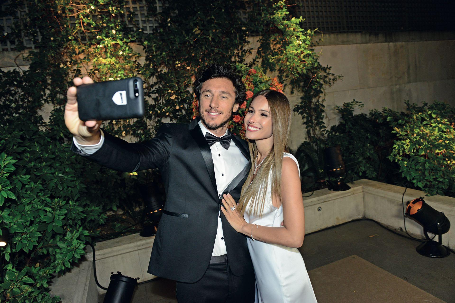 Caro y Pico se hacen una selfie.