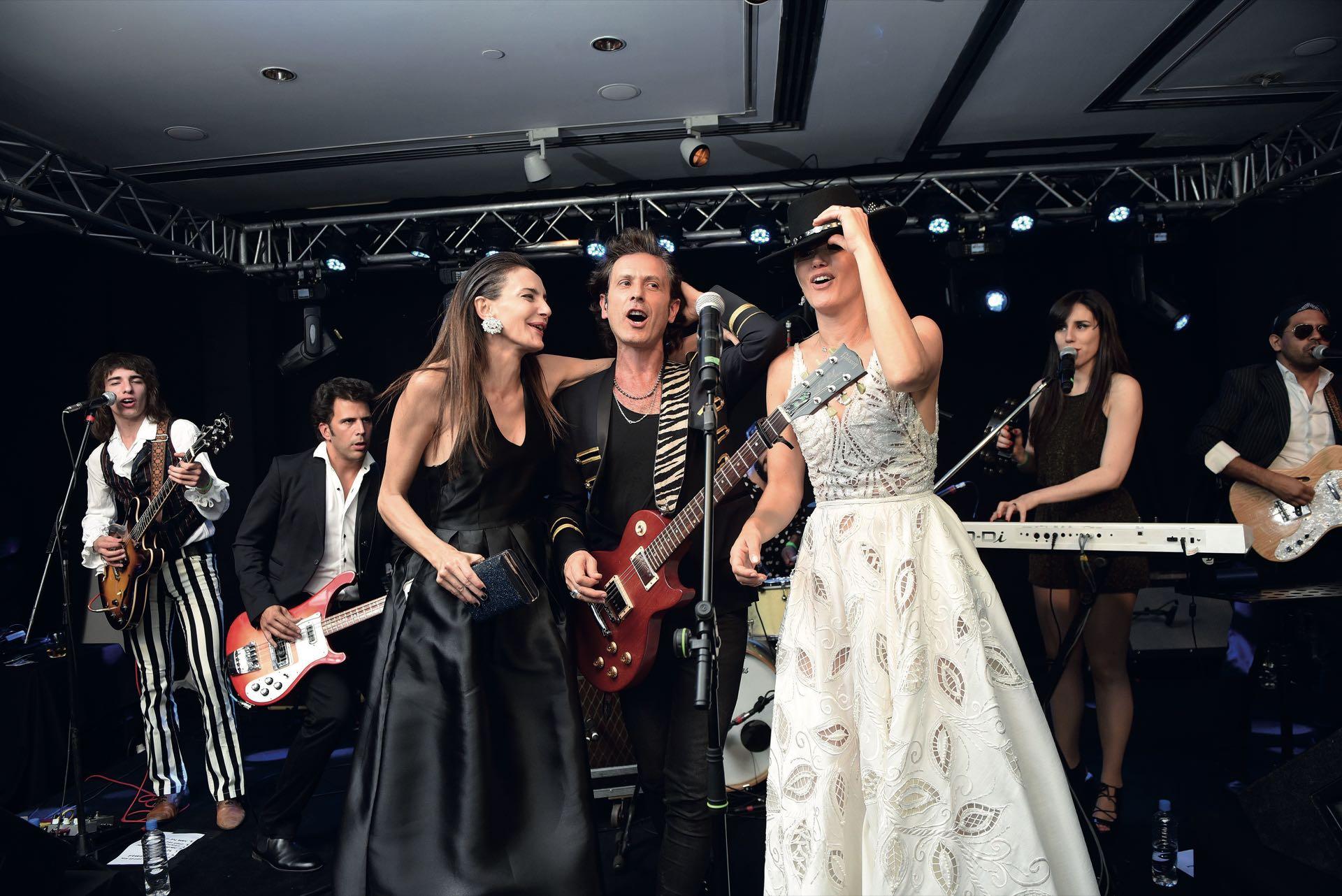 Luciana Aymar y Valeria Mazza compartieron micrófono con Coty.