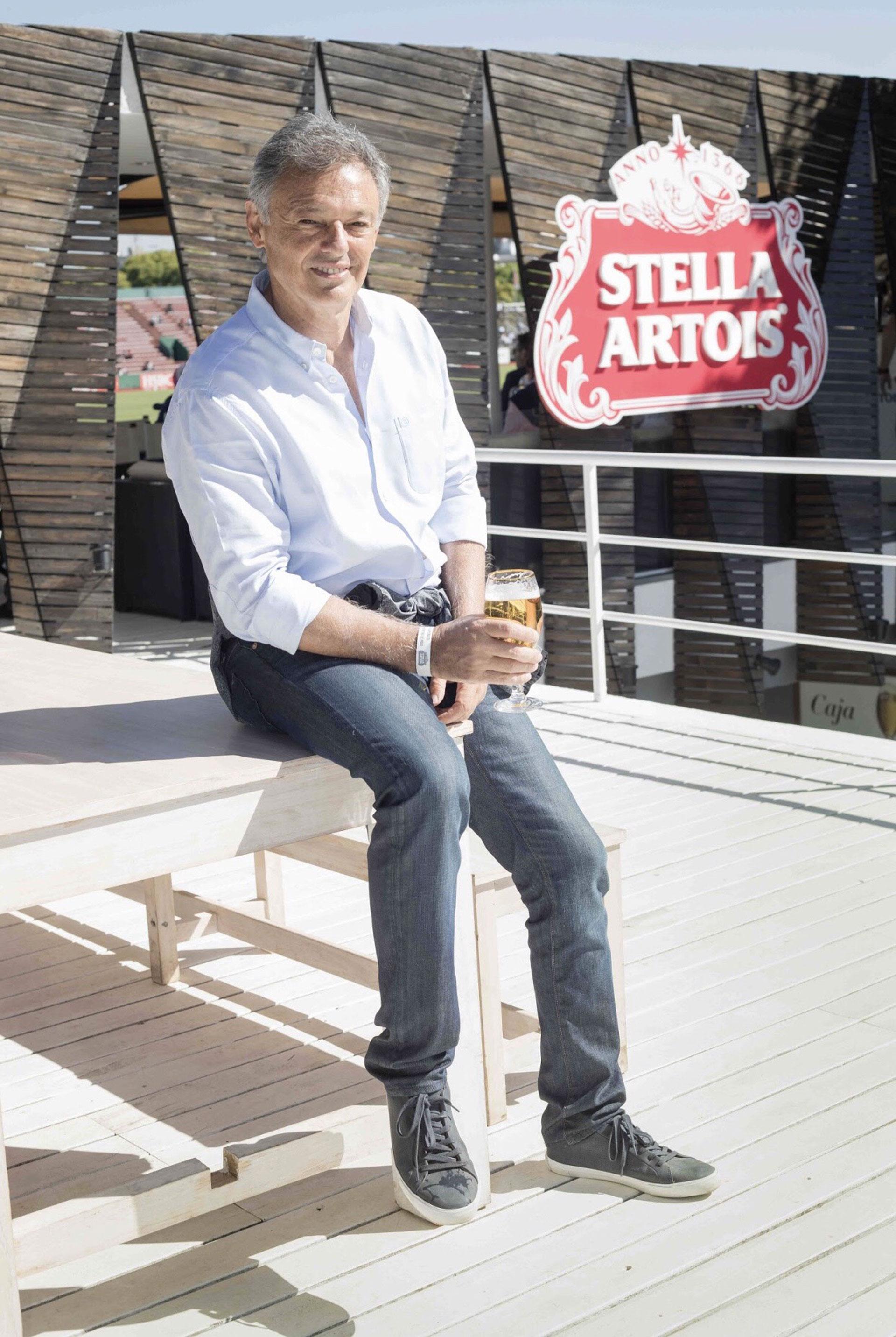 El ministro de Producción, Francisco Cabrera, disfrutó del mejor polo del mundo en el exclusivo Sky Box de esa marca de cerveza