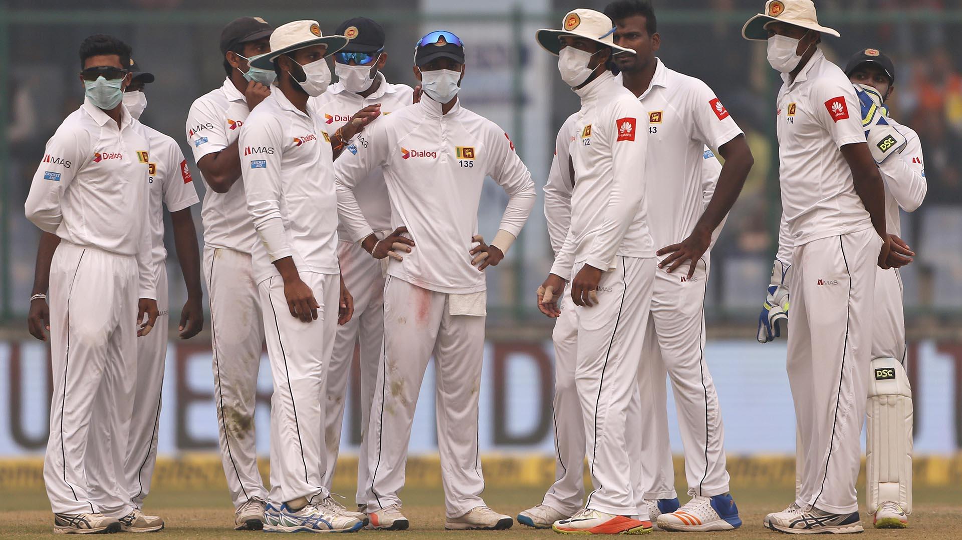 Los jugadores de Sri Lanka jugaron con barbijosel partido ante India en NuevaDelhi (AP)