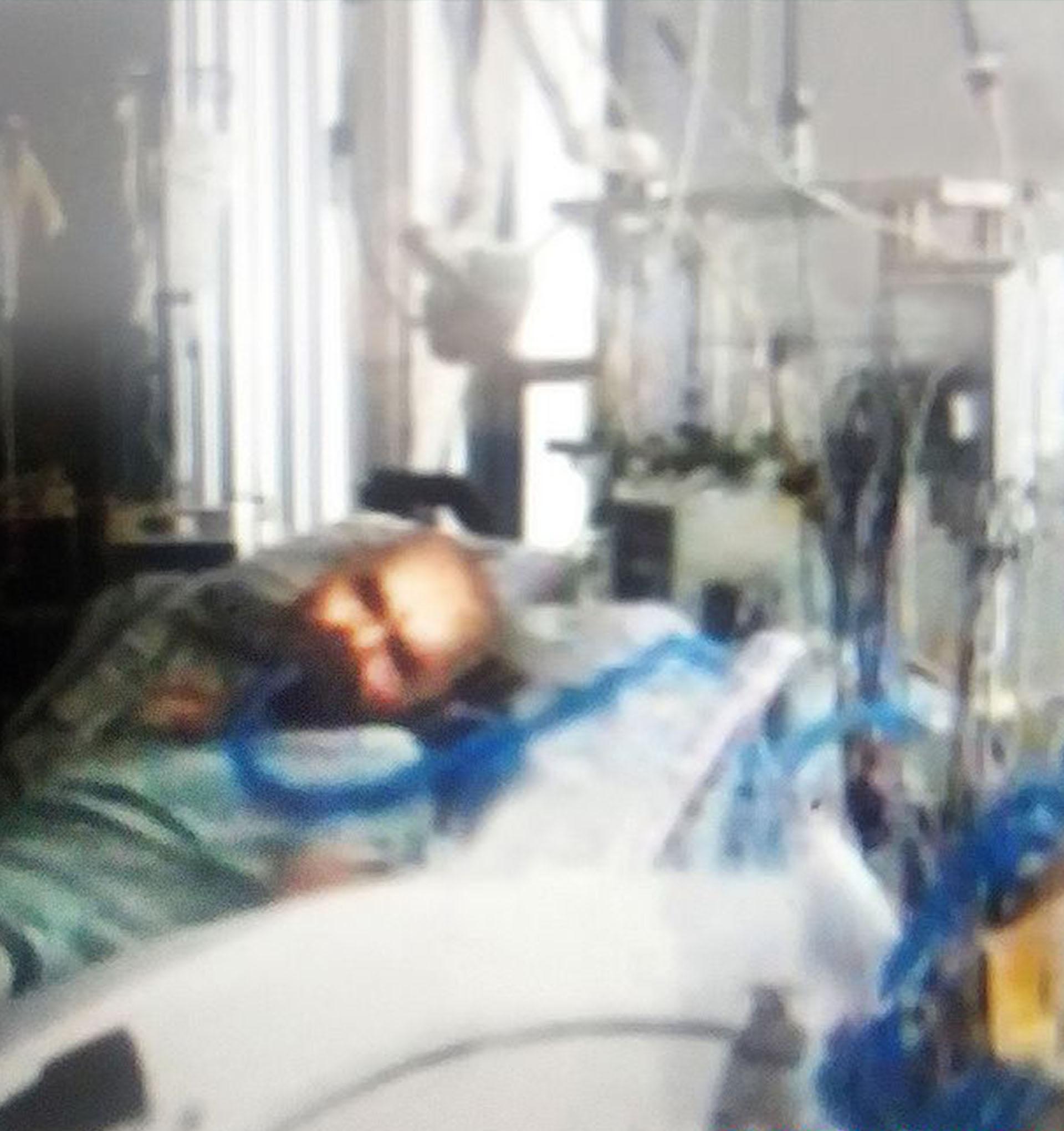 La fotografía de un moribundo Charles Manson conseguida por el diario inglés The Mirror