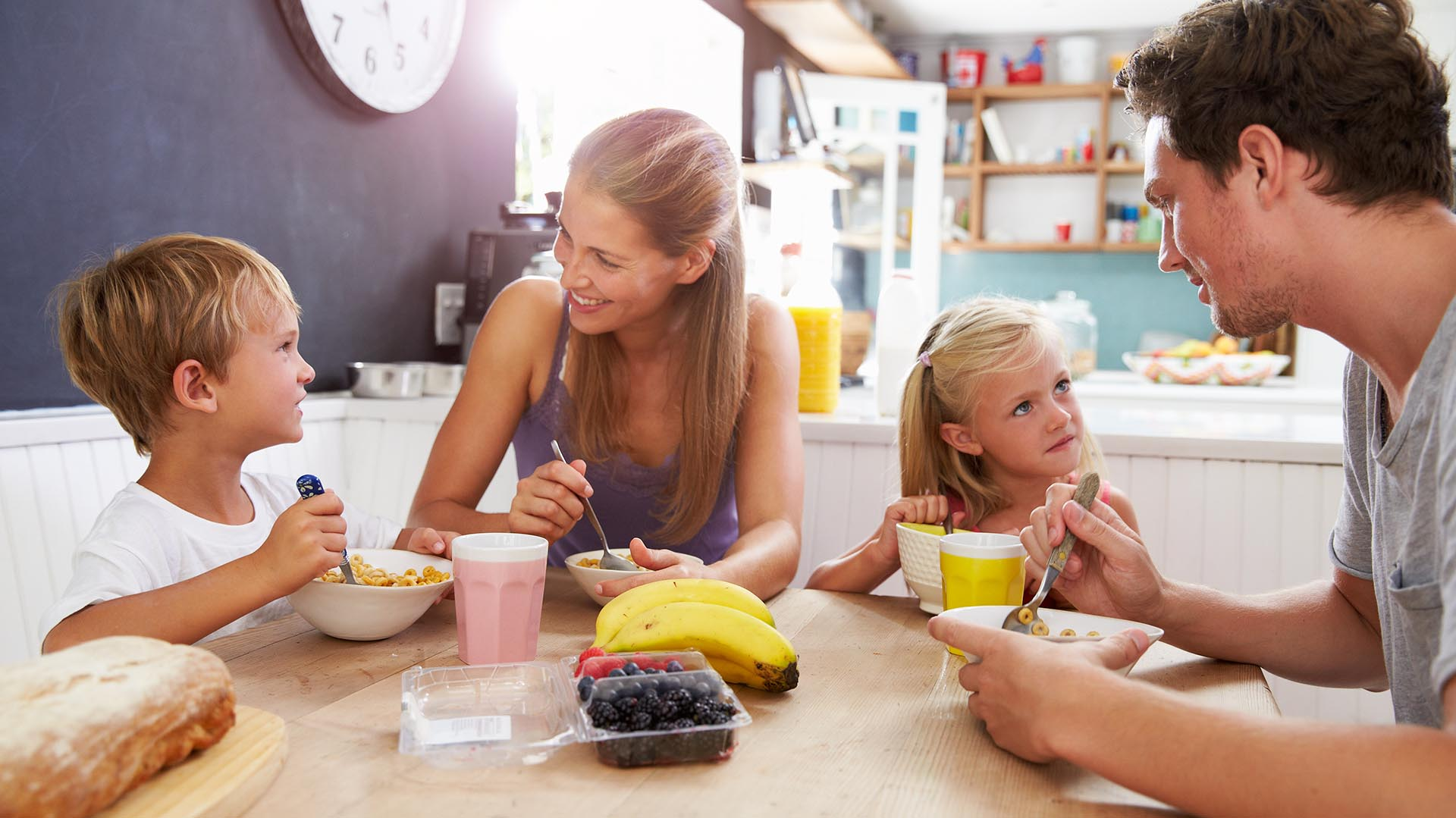 Es momento de programar hábitos y un menú saludable que contemple los horarios laborales, las reuniones sociales y preferencias alimentarias (Getty Images)