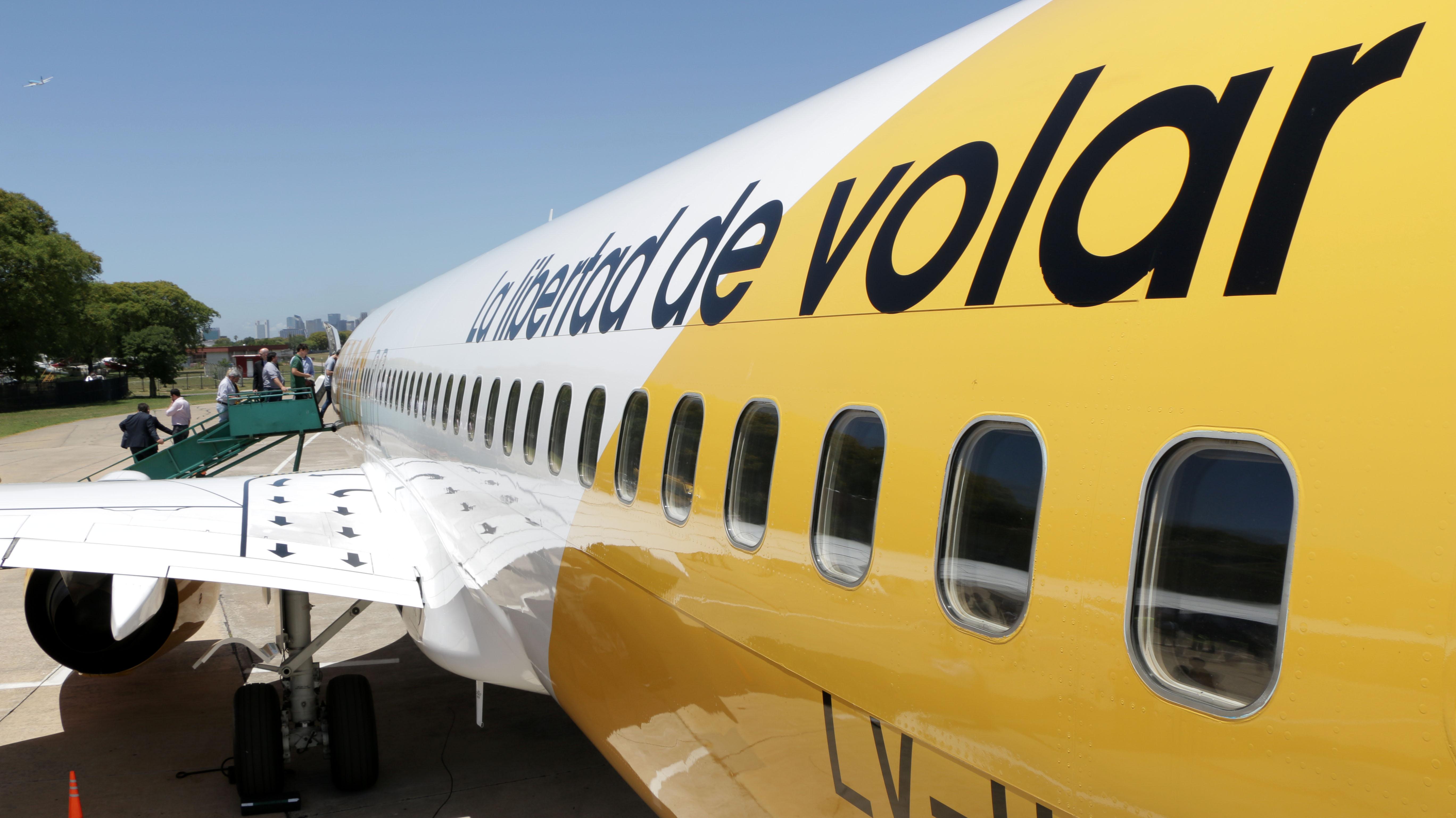 La aerolínea Flybondi comenzará a operar con este avión la ruta Córdoba-Bariloche en enero de 2018