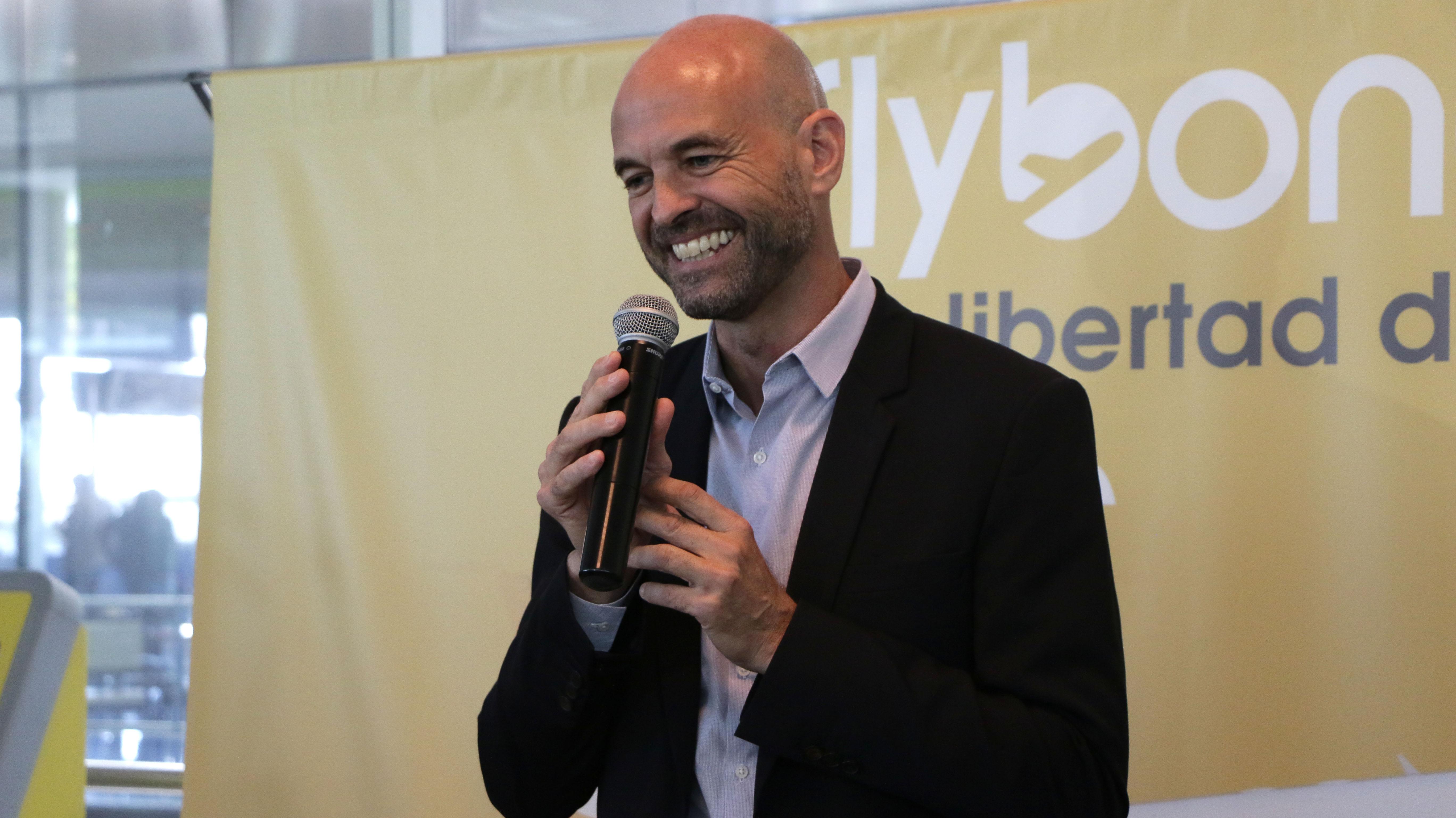 """El ministro de Transporte, Guillermo Dietrich, aseguró en la presentación de Flybondi que la tarifa mínima """"quedará congelada"""" más allá de los reclamos de las aerolíneas."""