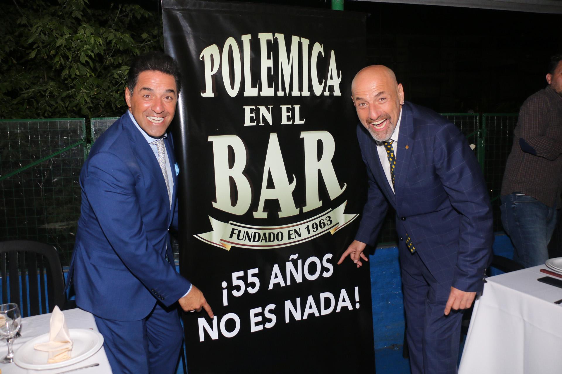 """Gustavo Sofovich y Mariano Iúdica celebraron los 55 años del clásico programa """"Polémica en el bar"""". Por los buenos resultados de este año, el ciclo seguirá por América en 2018 (Vero Guerman)"""
