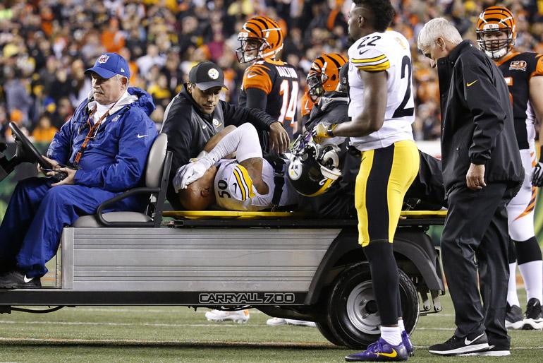 Ryan Shazier, al momento de su traslado (AP Photo/Frank Victores)