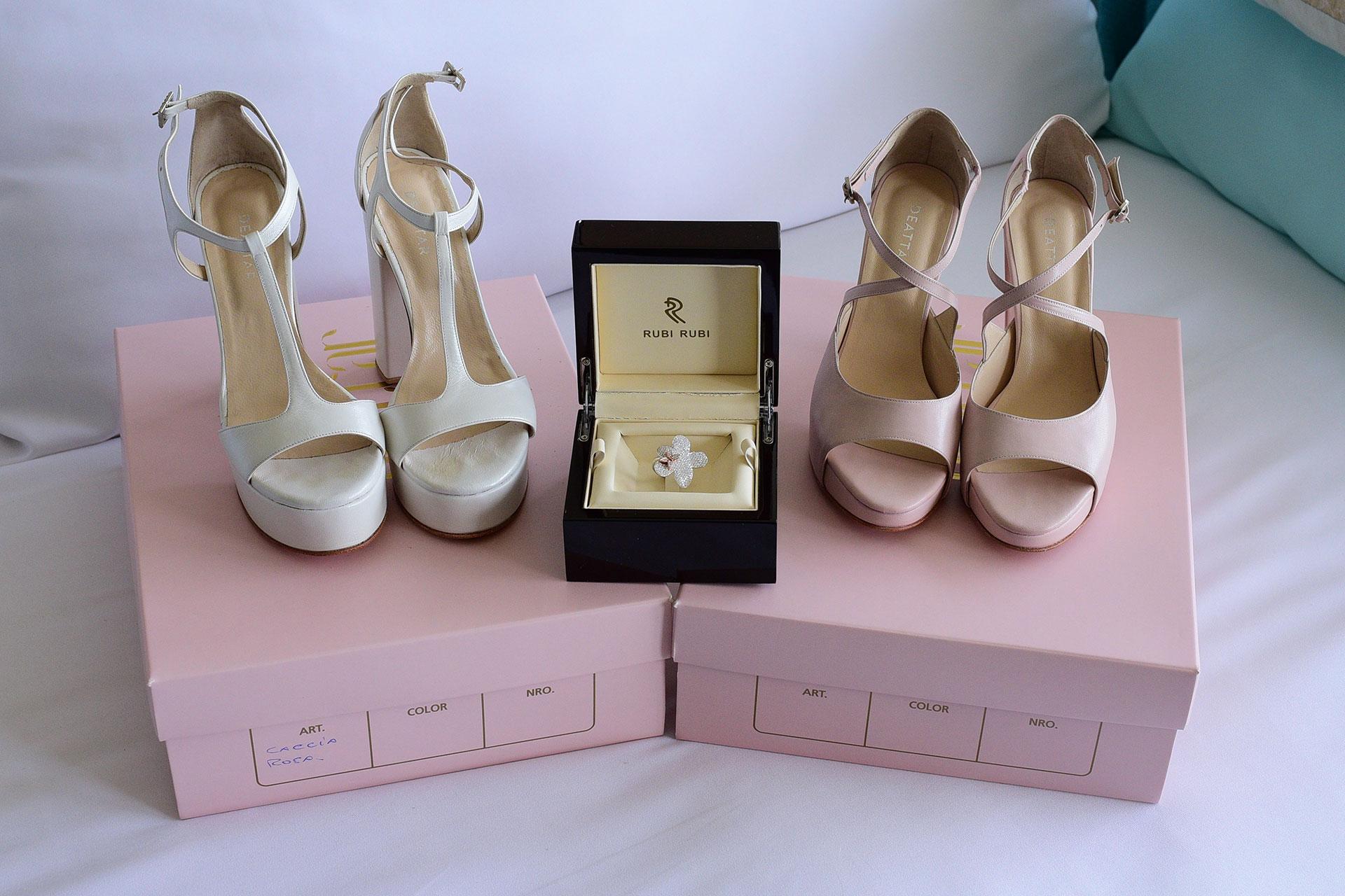 La novia tambiéne eligiños dos modelos de zapatos Foto: Archivo Atlántida Televisa