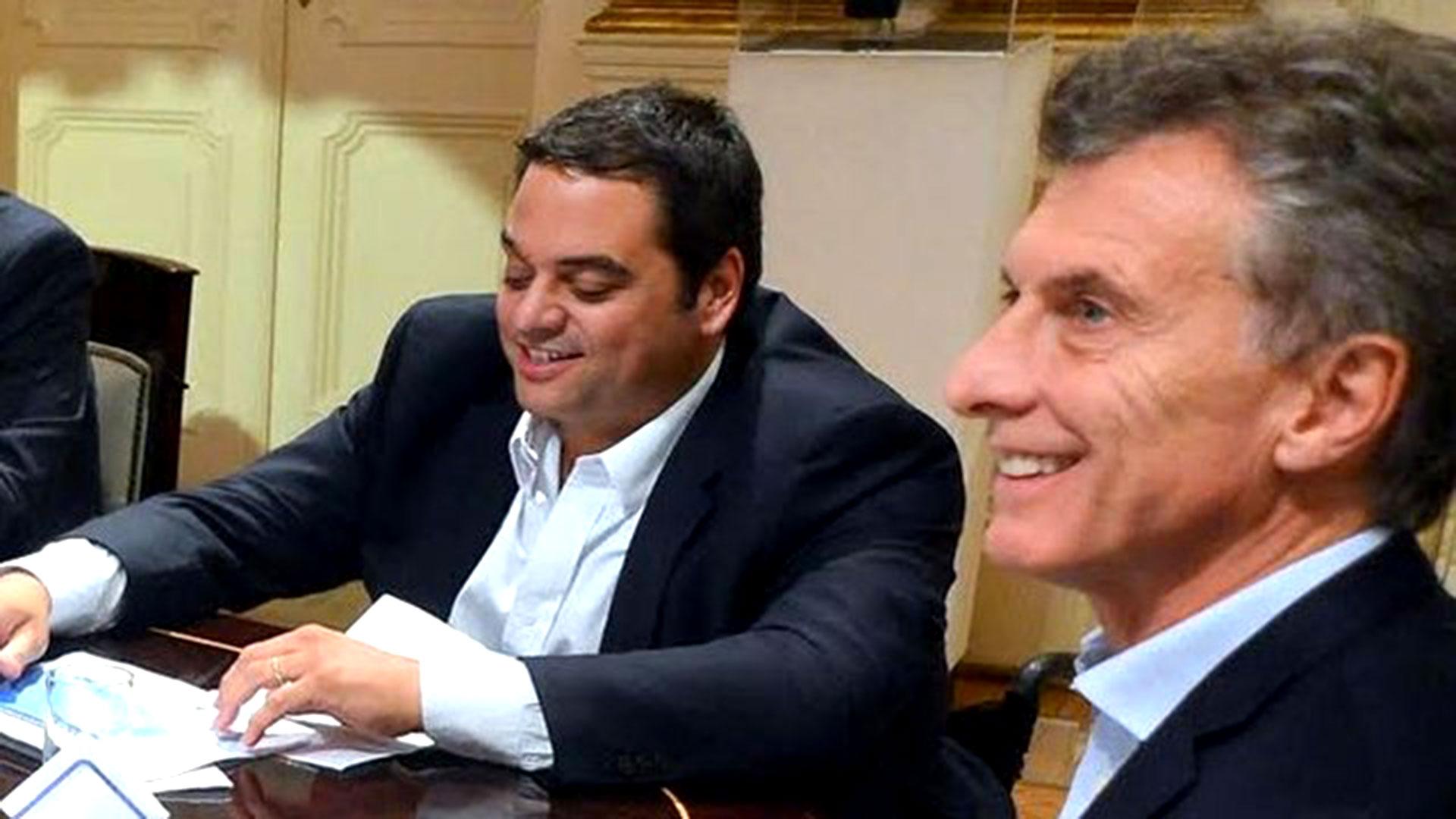 El ministro de Trabajo Jorge Triaca junto al presidente Mauricio Macri