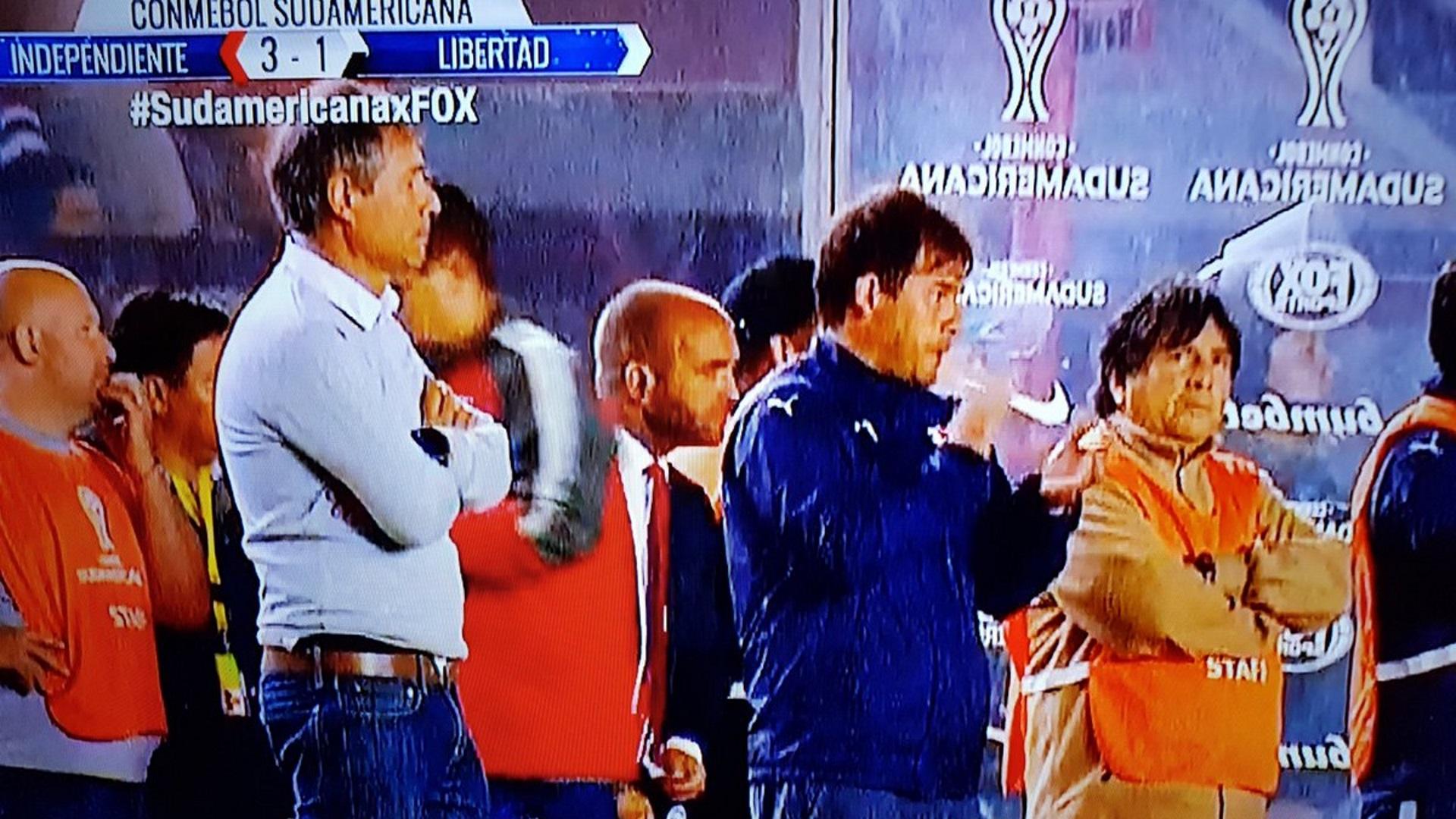 El Brujo Manuel en el juego contra Libertad por la semifinal de vuelta