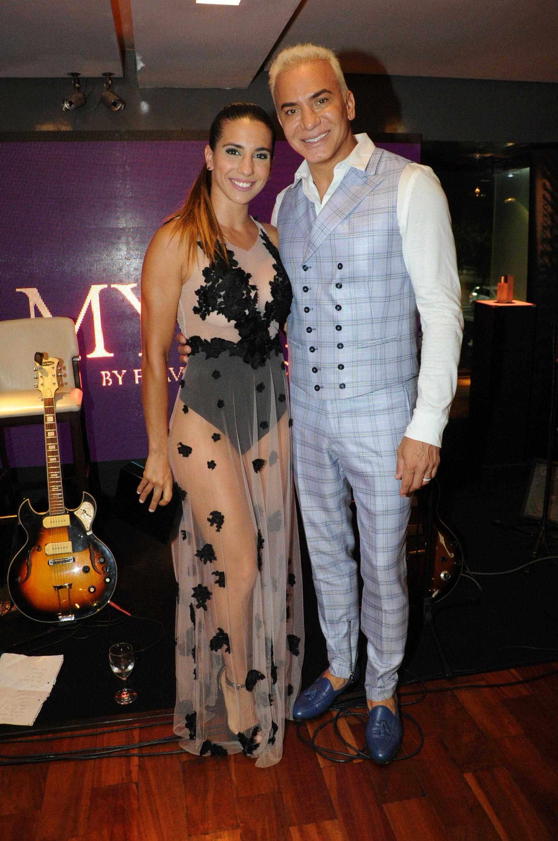 Cinthia Fernández estuvo presente en el lanzamiento del nuevo perfume de Flavio Mendoza