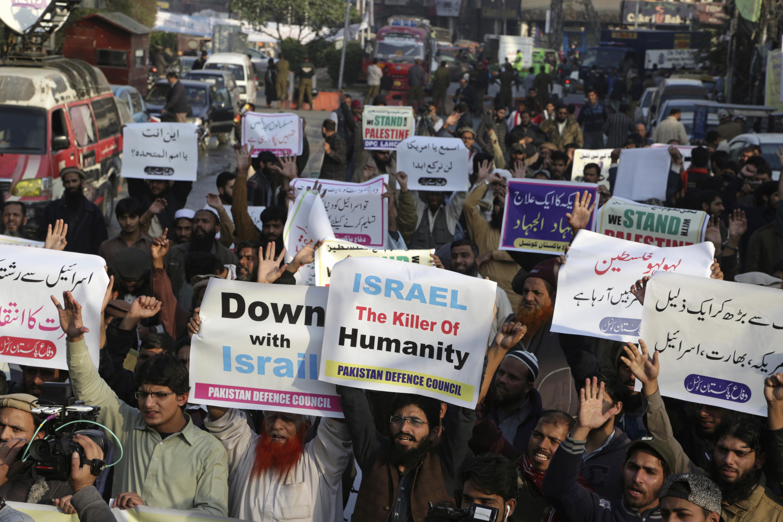 Paquistaníes critican la medida en Lahore(AP)