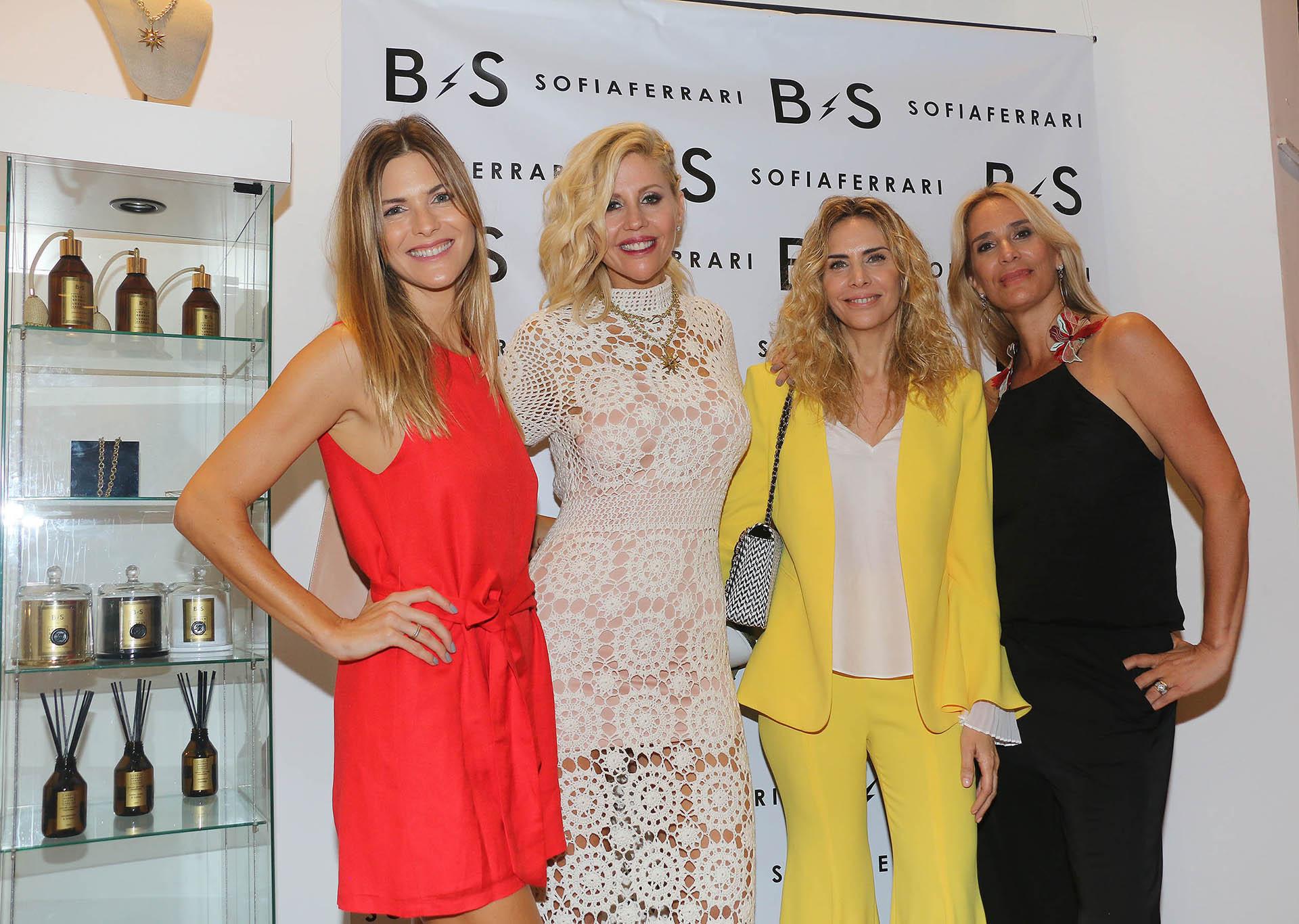 Barbie Simons con Pía Slapka, Adriana Salonia y su socia Sofía Ferrari