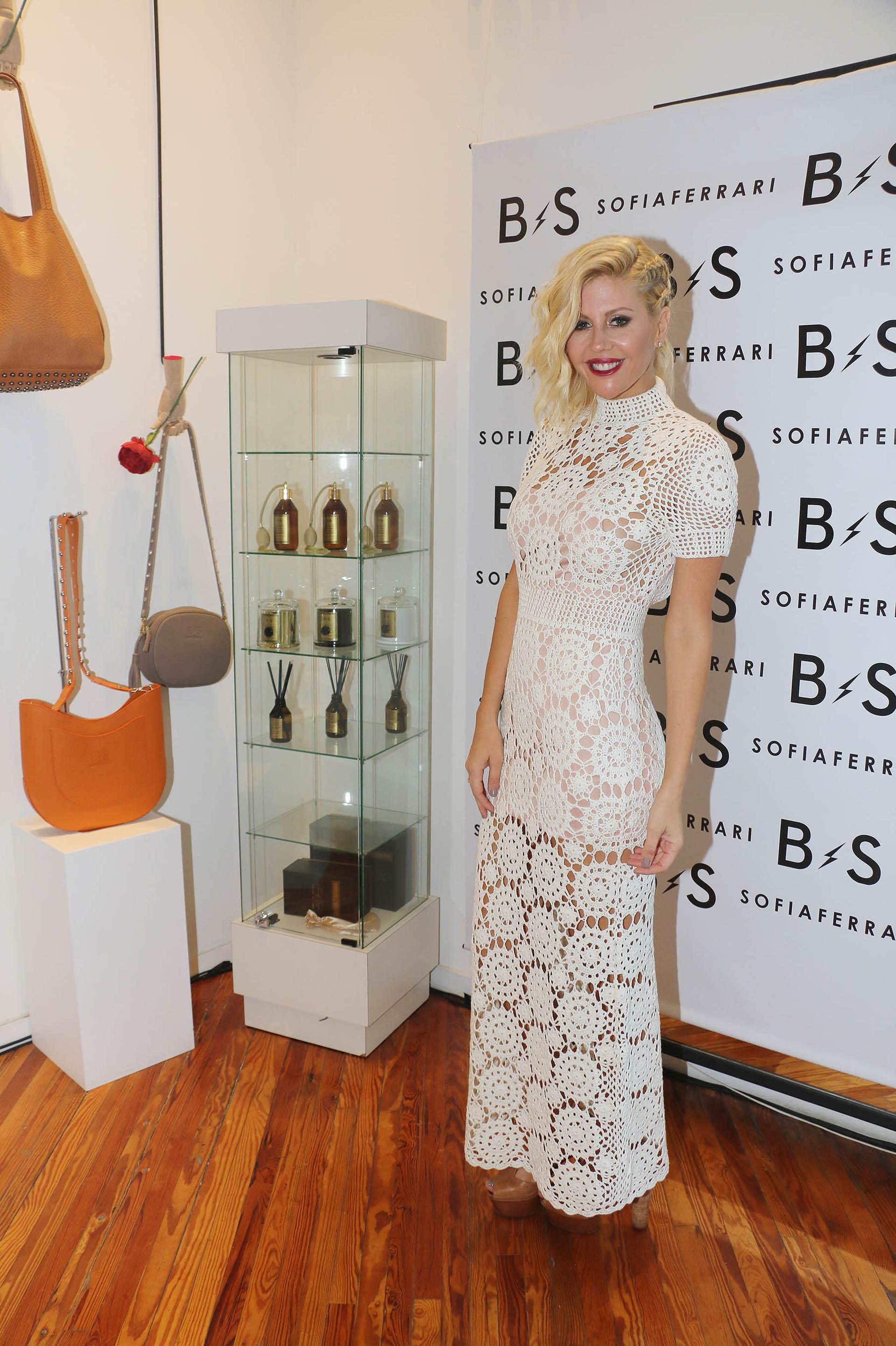Barbie Simons lanzó su marca de carteras y camperas junto con su socia Sofía Ferrari. El local está ubicado en Gorriti y Armenia
