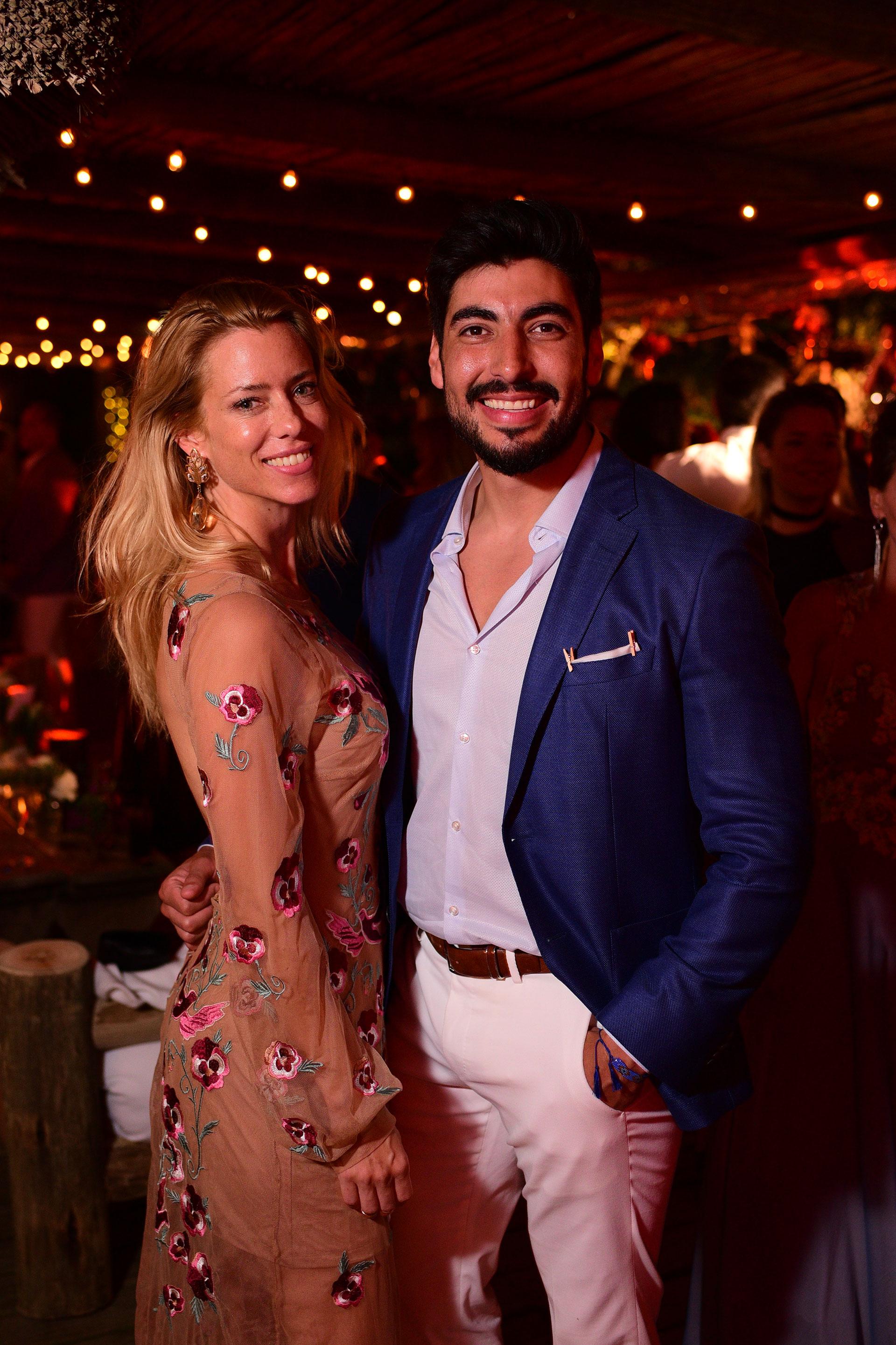Nicole y Facundo felices durante la fiesta de casamiento de Flopy Tesouro en Casa Suaya (Fotos Hobby Estudio Creativo)