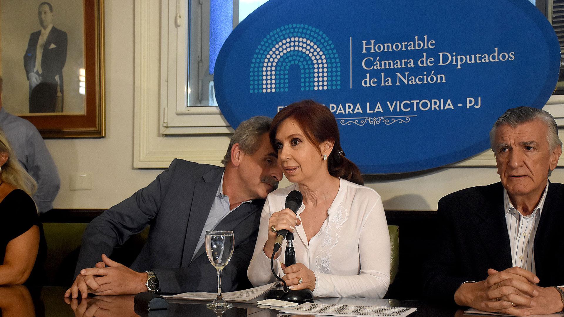 Agustín Rossi habla con Cristina Kirchner