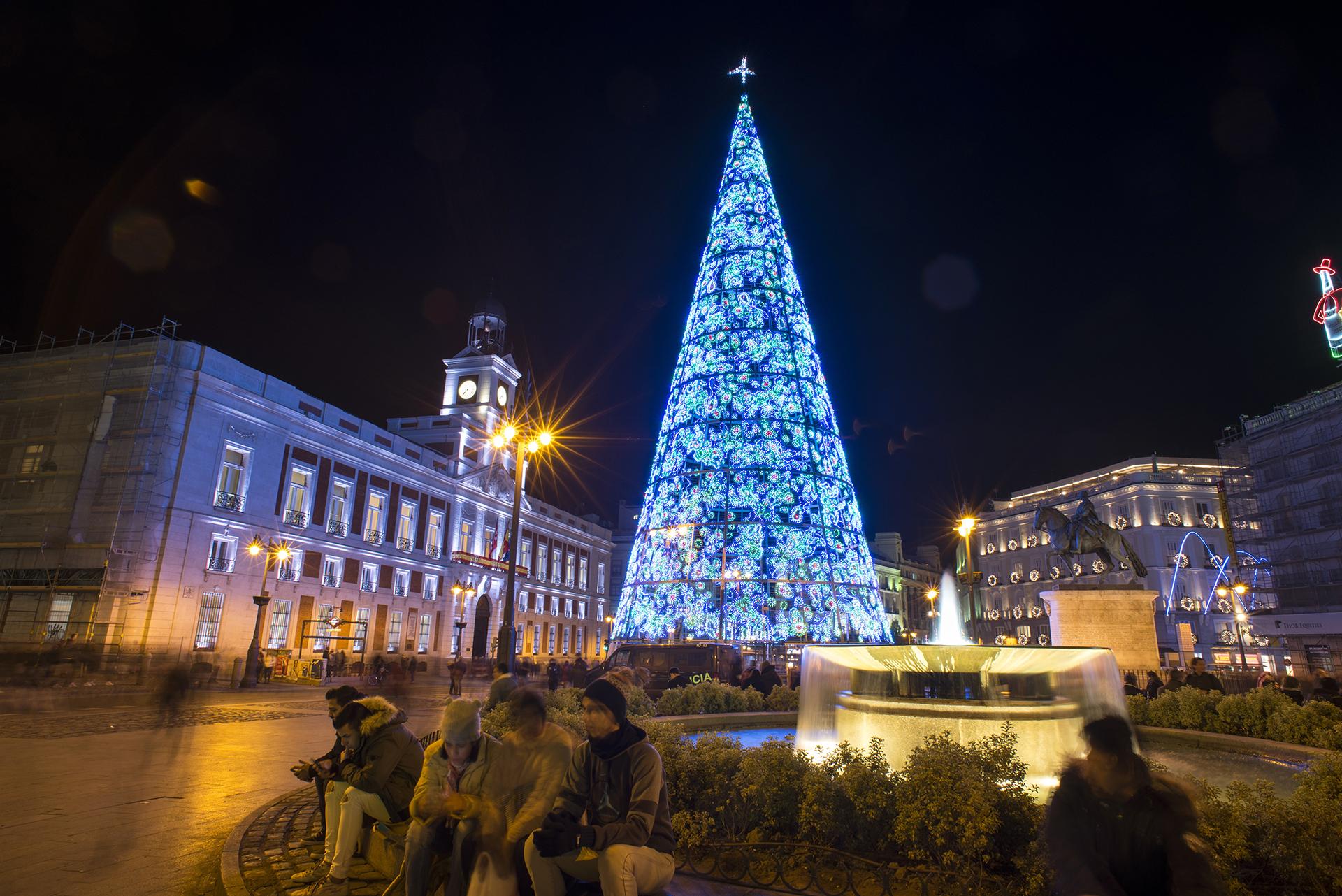 El árbol de Navidad de la Puerta del Sol de Madrid, España