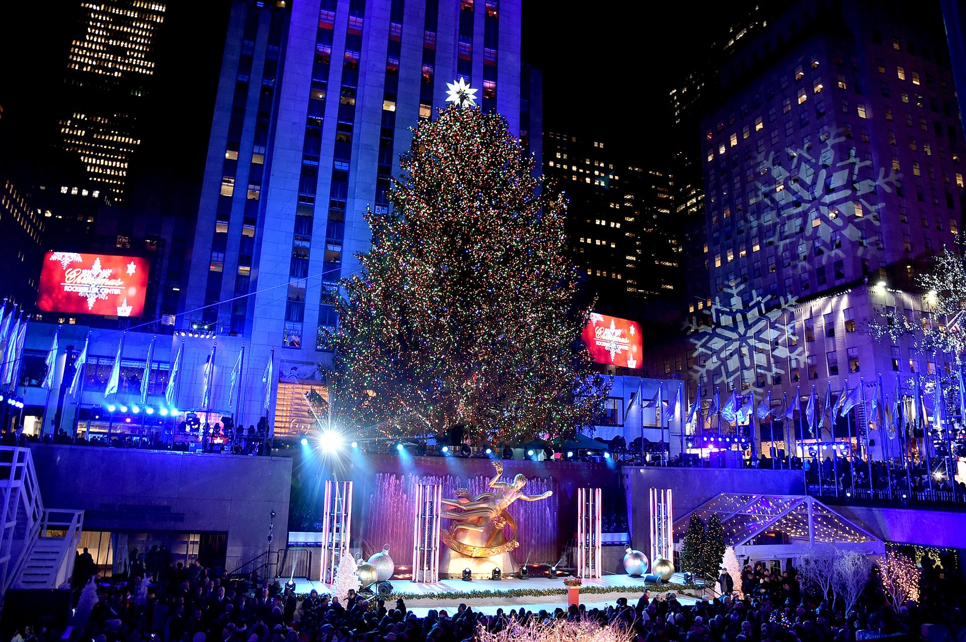 El tradicional árbol del Rockefeller Centeren Nueva York