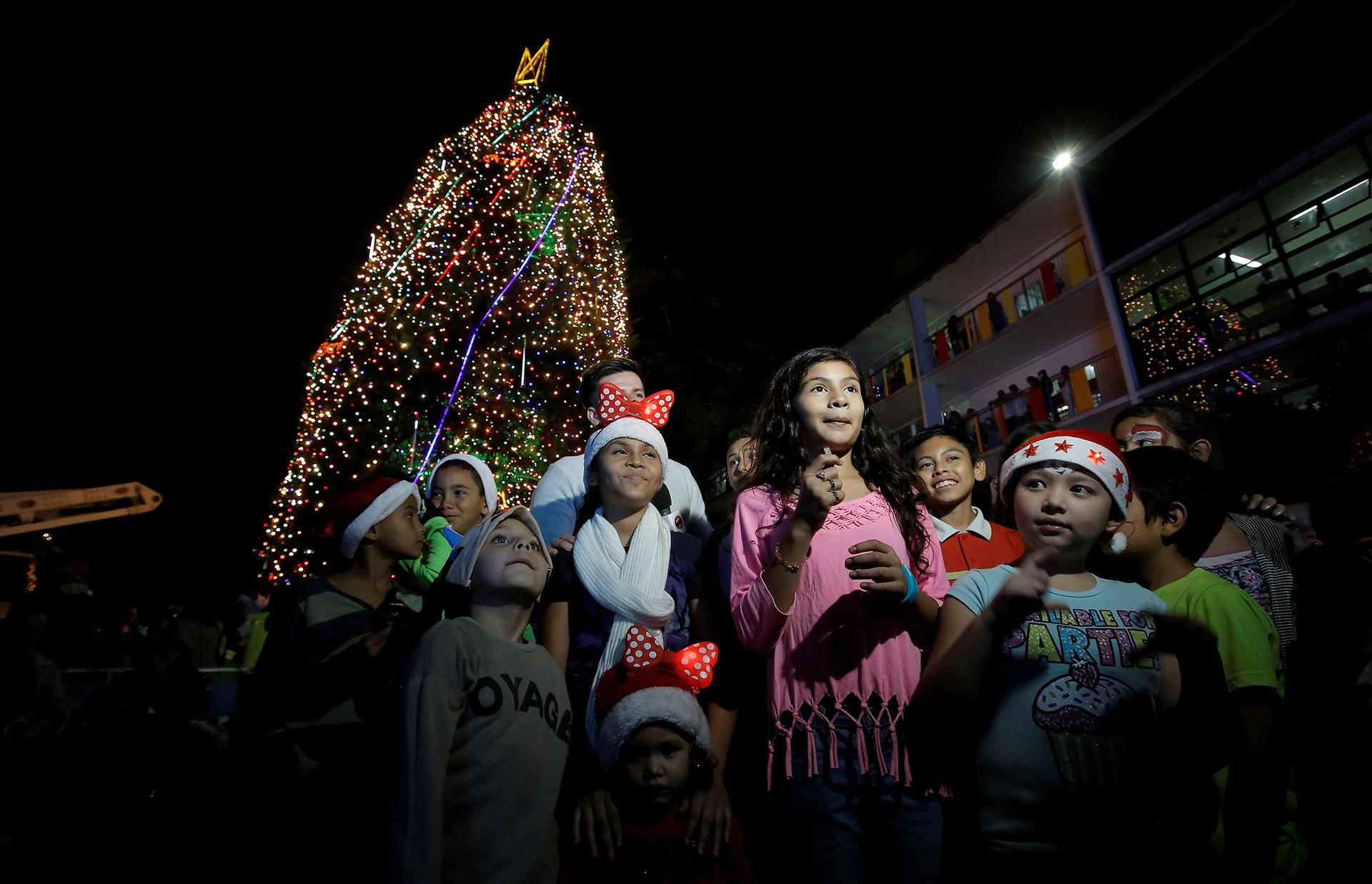 El hospital de Niños de San José, Costa Rica, durante la ceremonia de encendido del árbol llevada a cabo este jueves por la noche