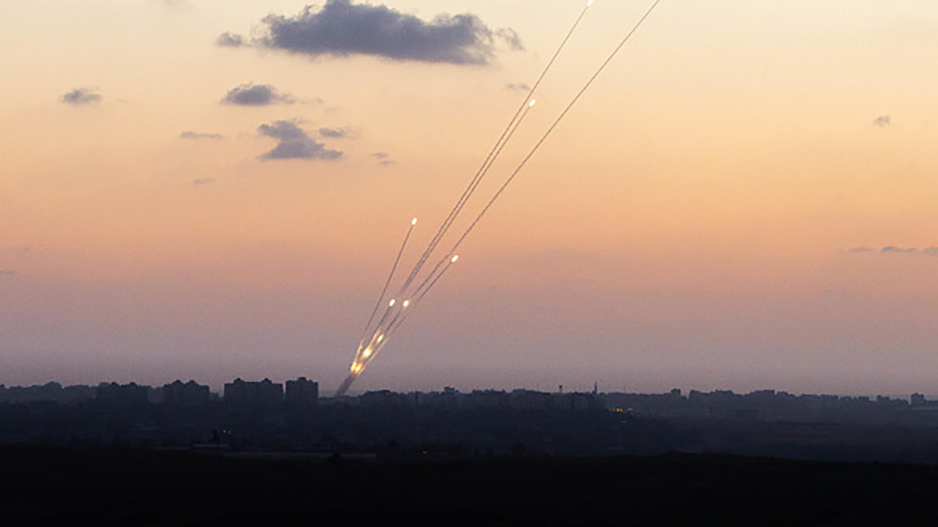 Los terroristas palestinos lanzaron más de una decena de misiles desde Gaza hacia Israel desde la medida anunciada por Trump(Getty Images)