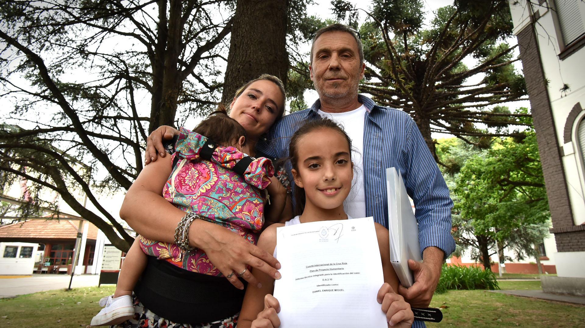 Una de las familias que reconoció a uno de los jóvenes caídos en Malvinas (Gustavo Gavotti)