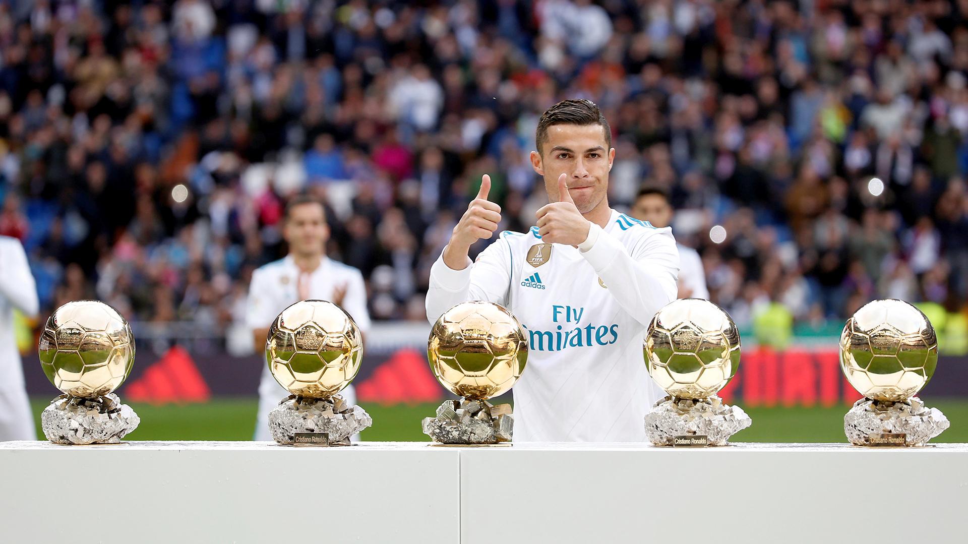 Cristiano Ronaldo, ganador de cinco Balones de Oro, busca solucionar sus problemas fiscales (Reuters)