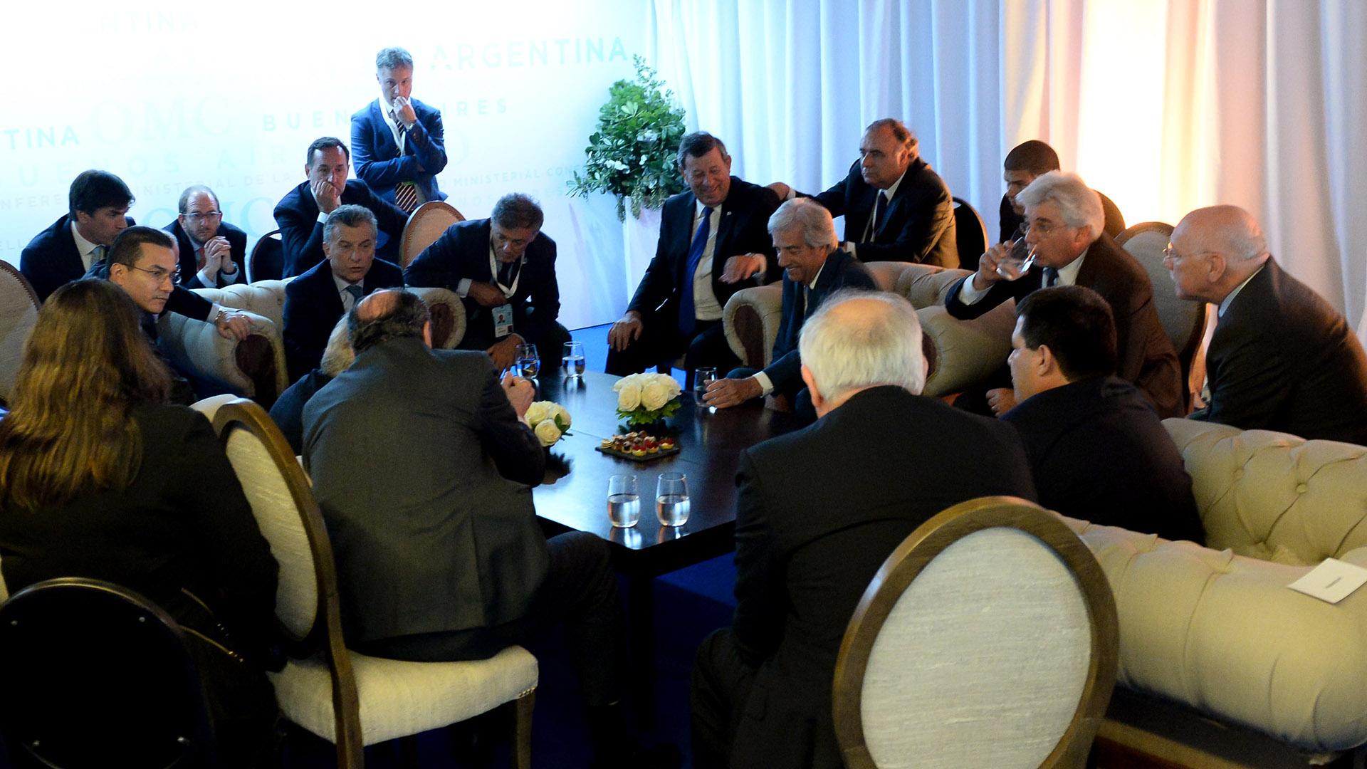 Mauricio Macri reunido con los presidentes de la región y un grupo de funcionarios