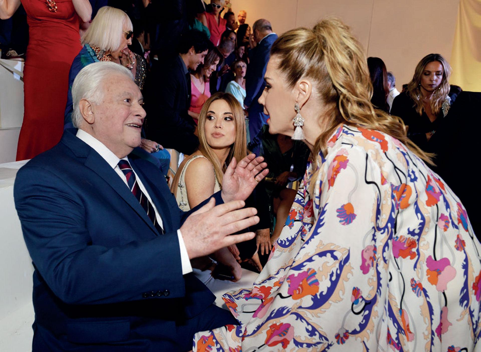 Marcela Tinayre felicitó a Héctor Larrea por el homenaje recibido durante la última ceremonia de los Martín Fierro de Radio.