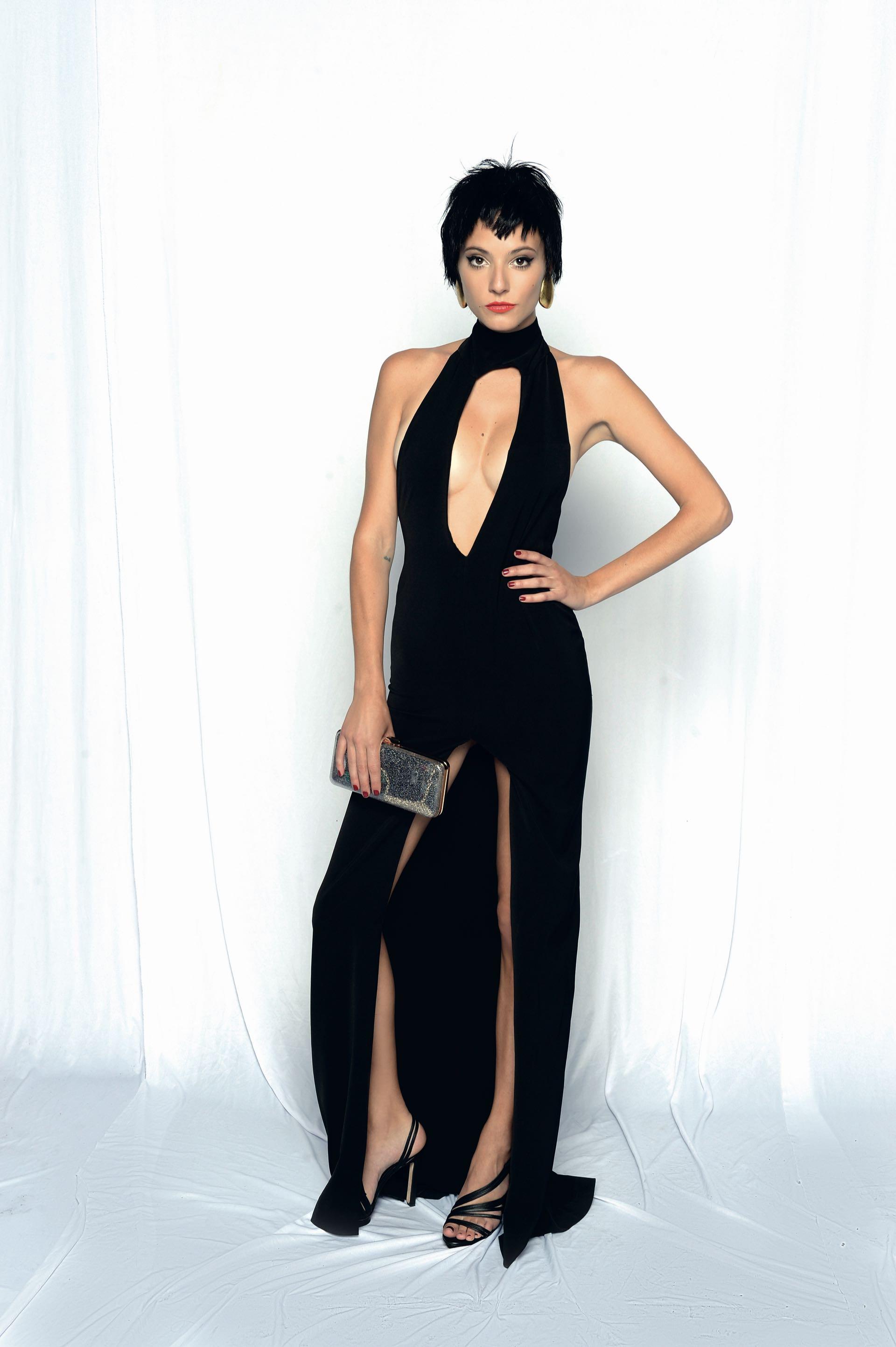Carla Quevedo por Santiago Artemis, sandalias by Cher y accesorios Fahoma. Foto: DIego García/GENTE